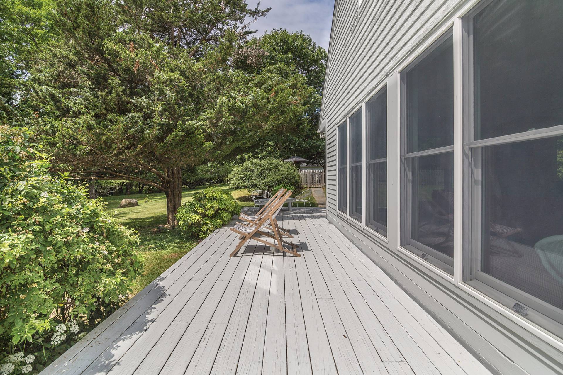 Additional photo for property listing at European Country Modern With Pool  Shelter Island, Nueva York