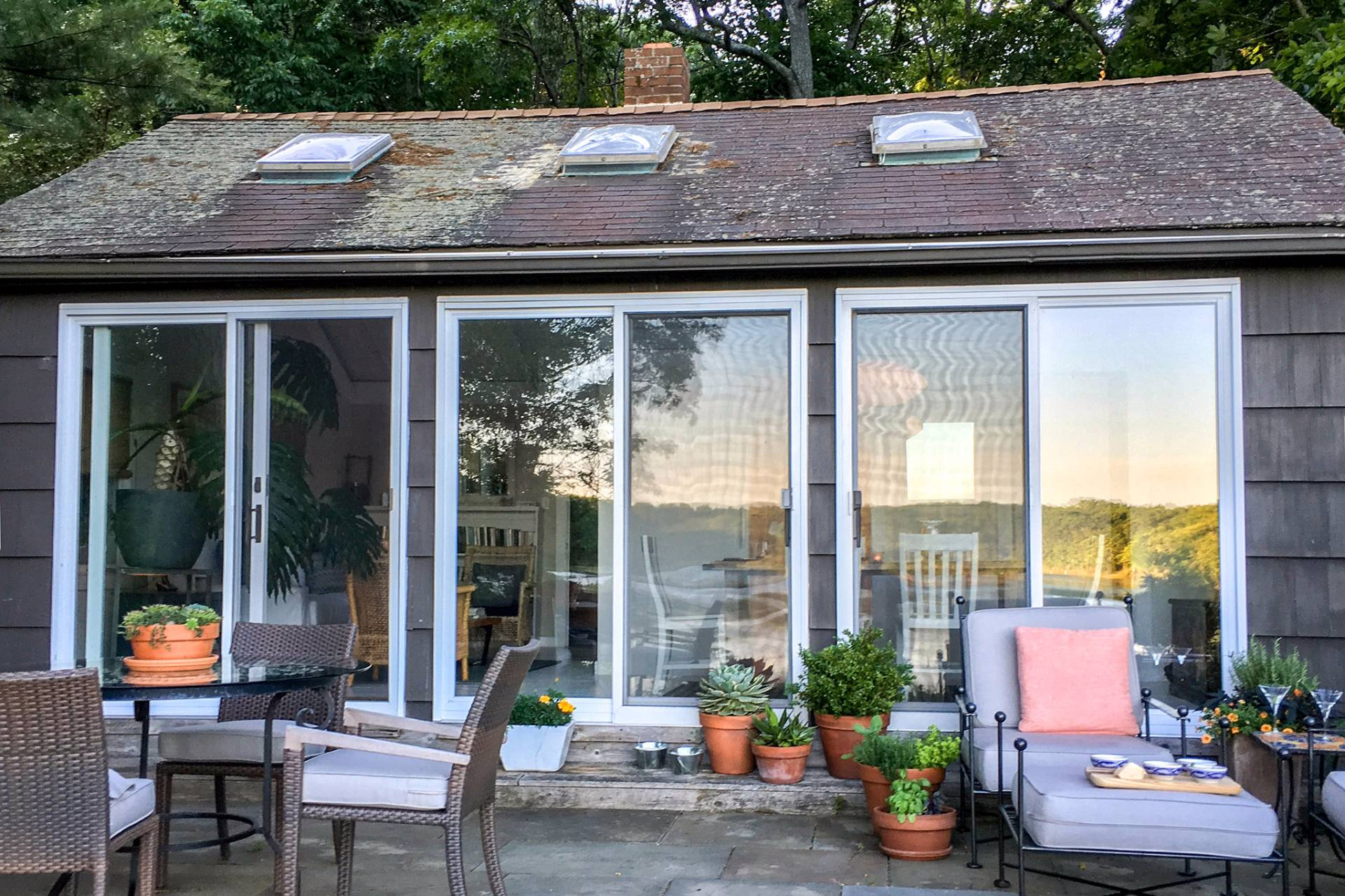 Additional photo for property listing at Adorable Pond Front Cottage In Sag Harbor  Sag Harbor, New York