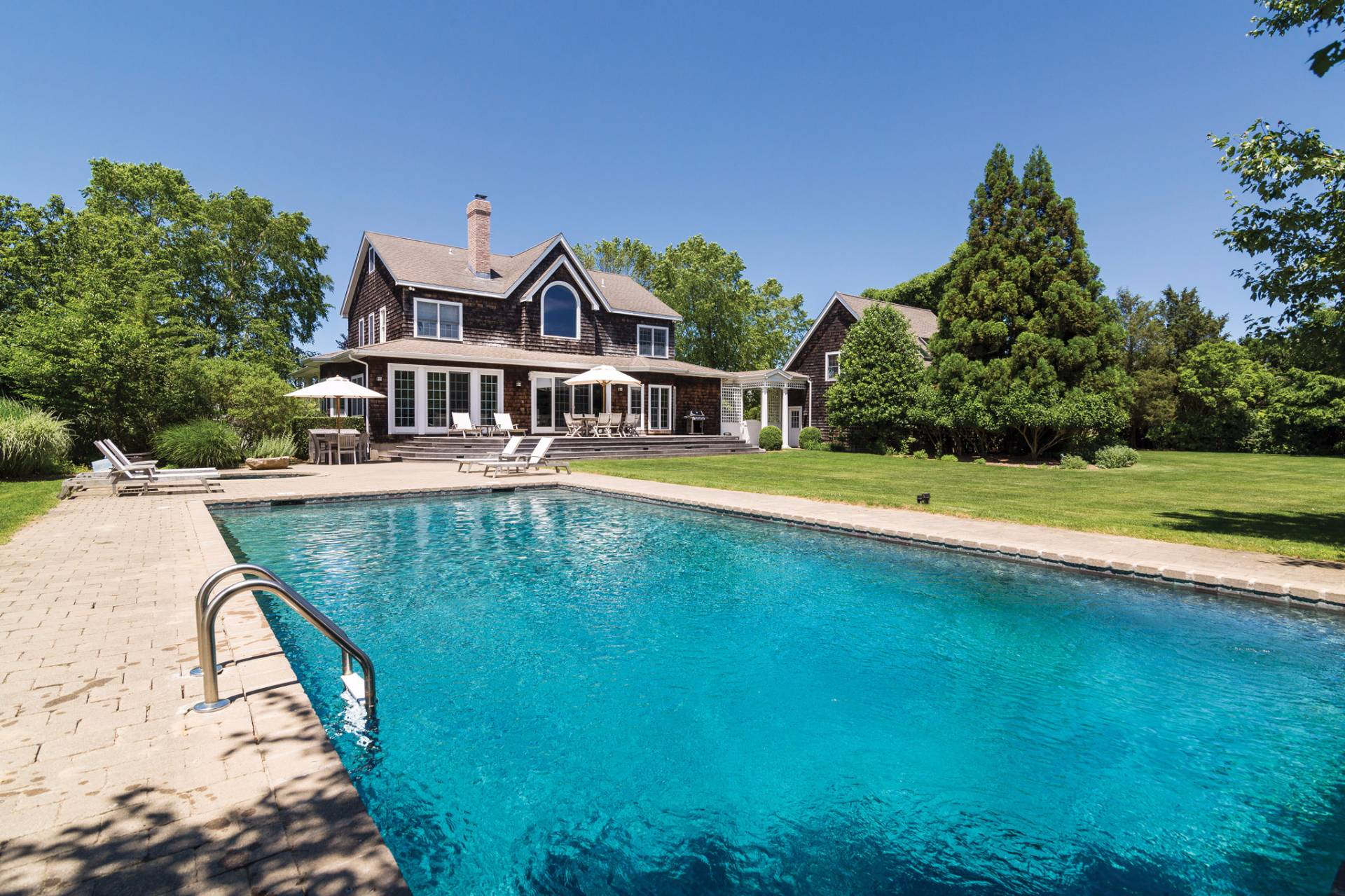 Additional photo for property listing at Chic Traditional  Bridgehampton, New York