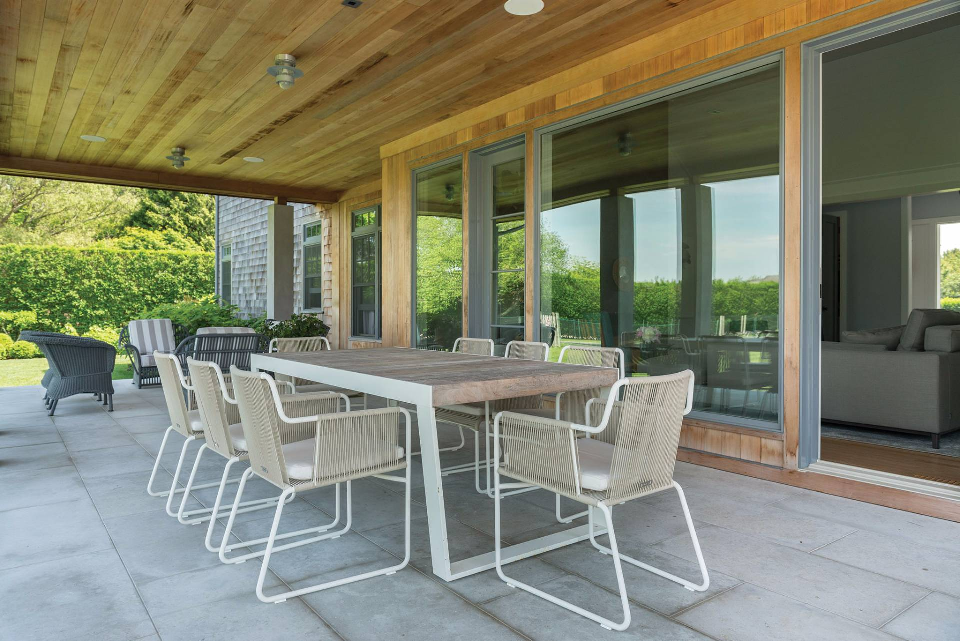 Additional photo for property listing at Chic Designers Retreat With Forever Views 379 Mitchells Lane,  Bridgehampton, Nueva York