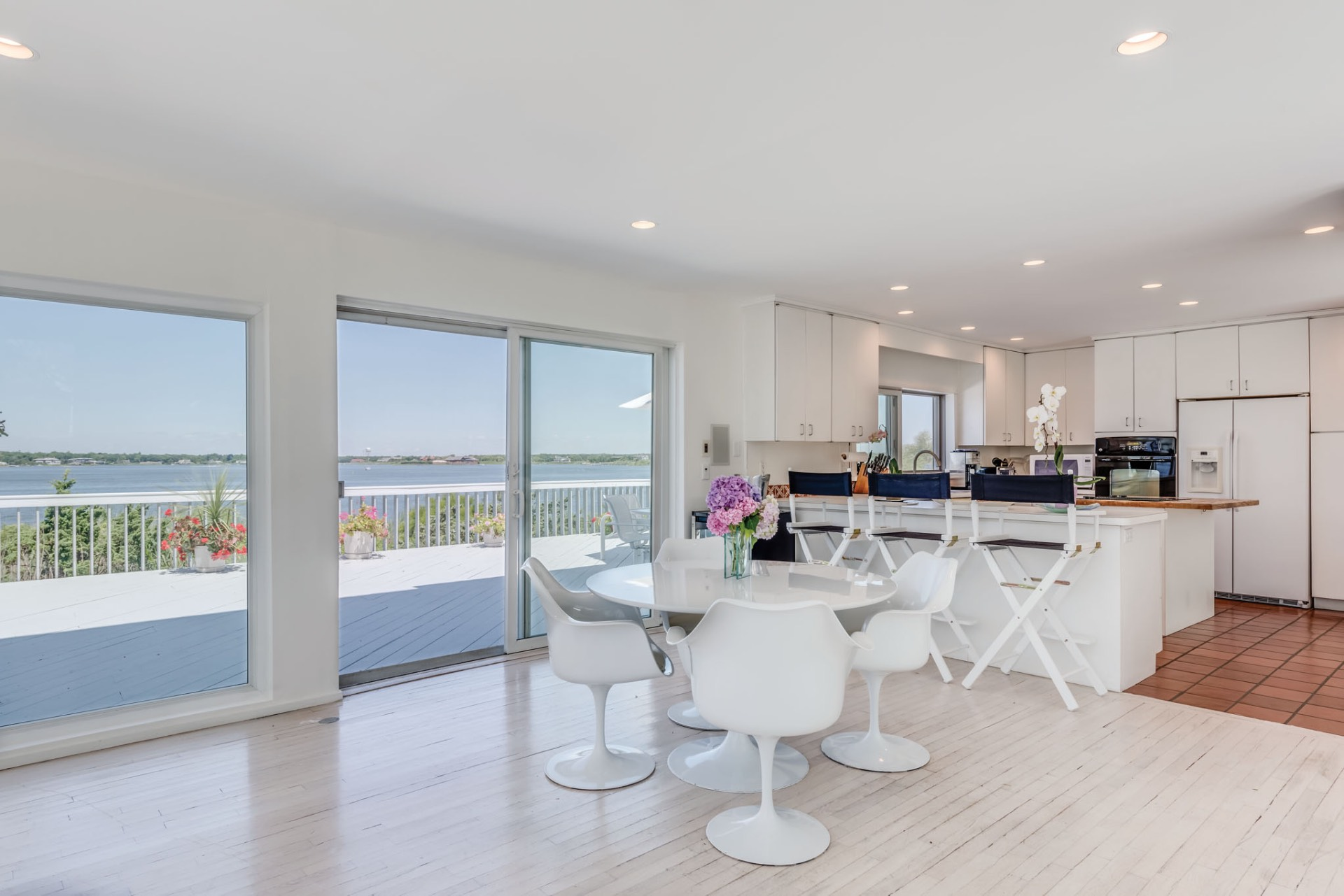 Additional photo for property listing at Dune Road Bayfront With Pool, Dock & Path To Ocean  Westhampton Beach, New York