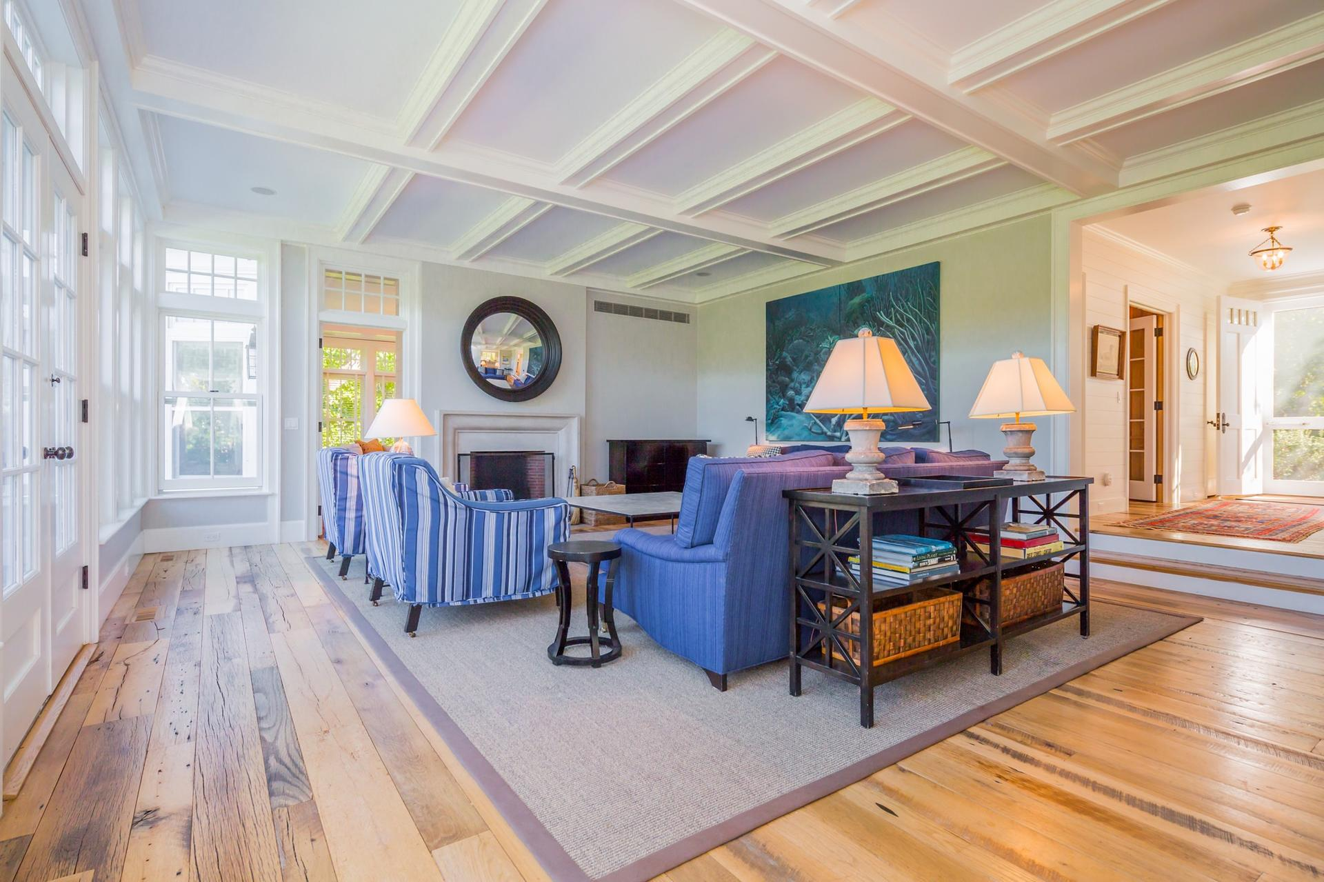 Additional photo for property listing at East Hampton South 6 Bedroom Traditional Near Maidstone Club  East Hampton, Nueva York