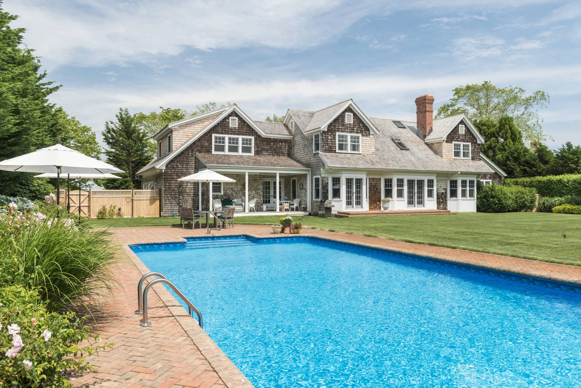 Additional photo for property listing at Traditional With Spectacular Views  Sagaponack, Nueva York