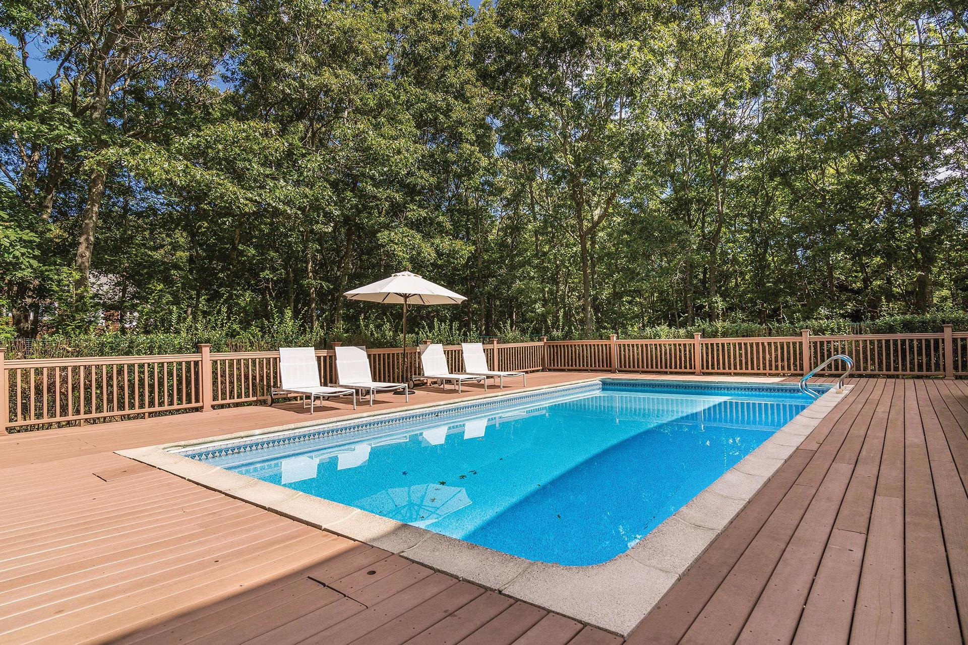 Additional photo for property listing at Sag Harbor Light, Bright Home On Secluded One Acre With Pool  Sag Harbor, New York