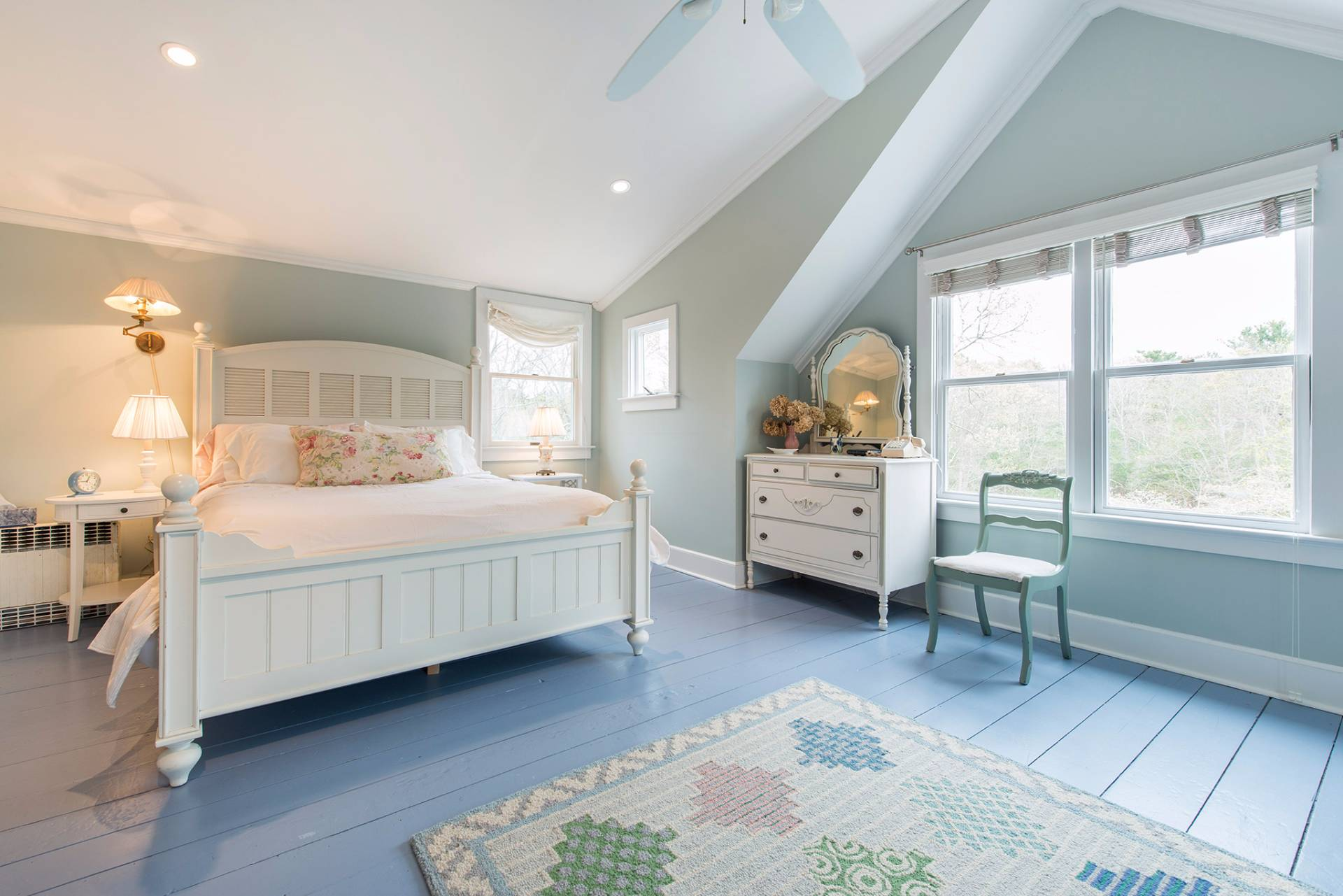 Additional photo for property listing at Designer Shabby Chic  East Hampton, Nueva York