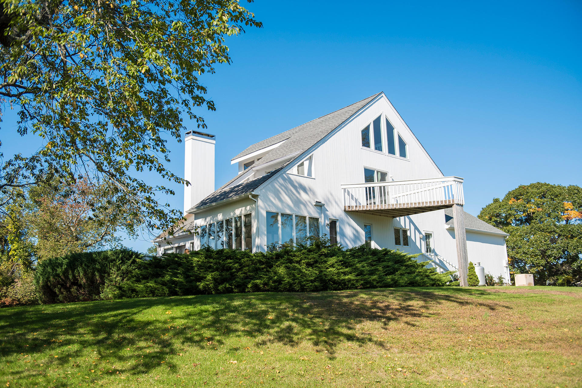 Additional photo for property listing at Fresh, Sun Filled Shelter Island Contemporary  Shelter Island, Nueva York