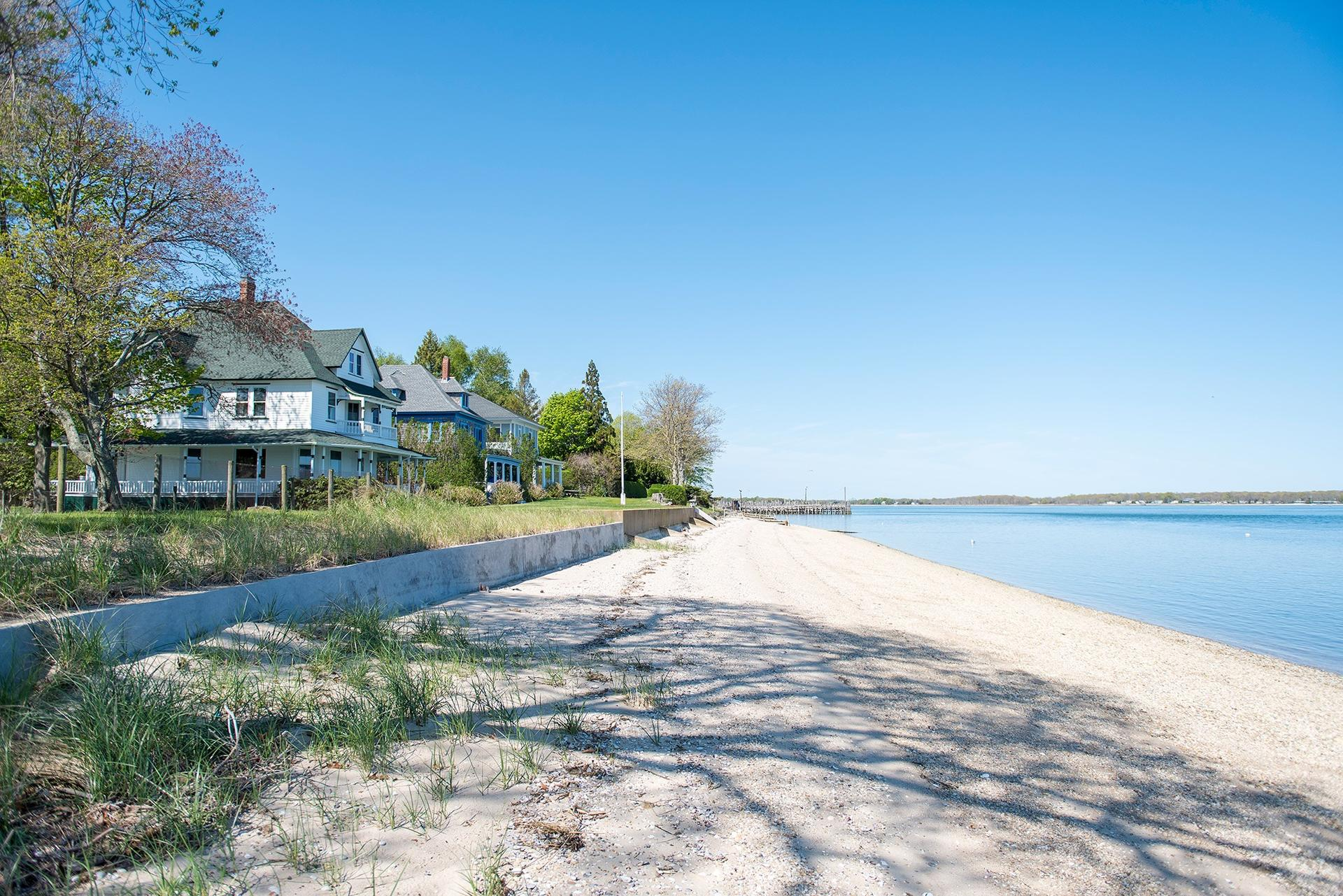 Casa Unifamiliar por un Alquiler en Shelter Island Waterfront With Beach Near Yacht Club Shelter Island Heights, Nueva York