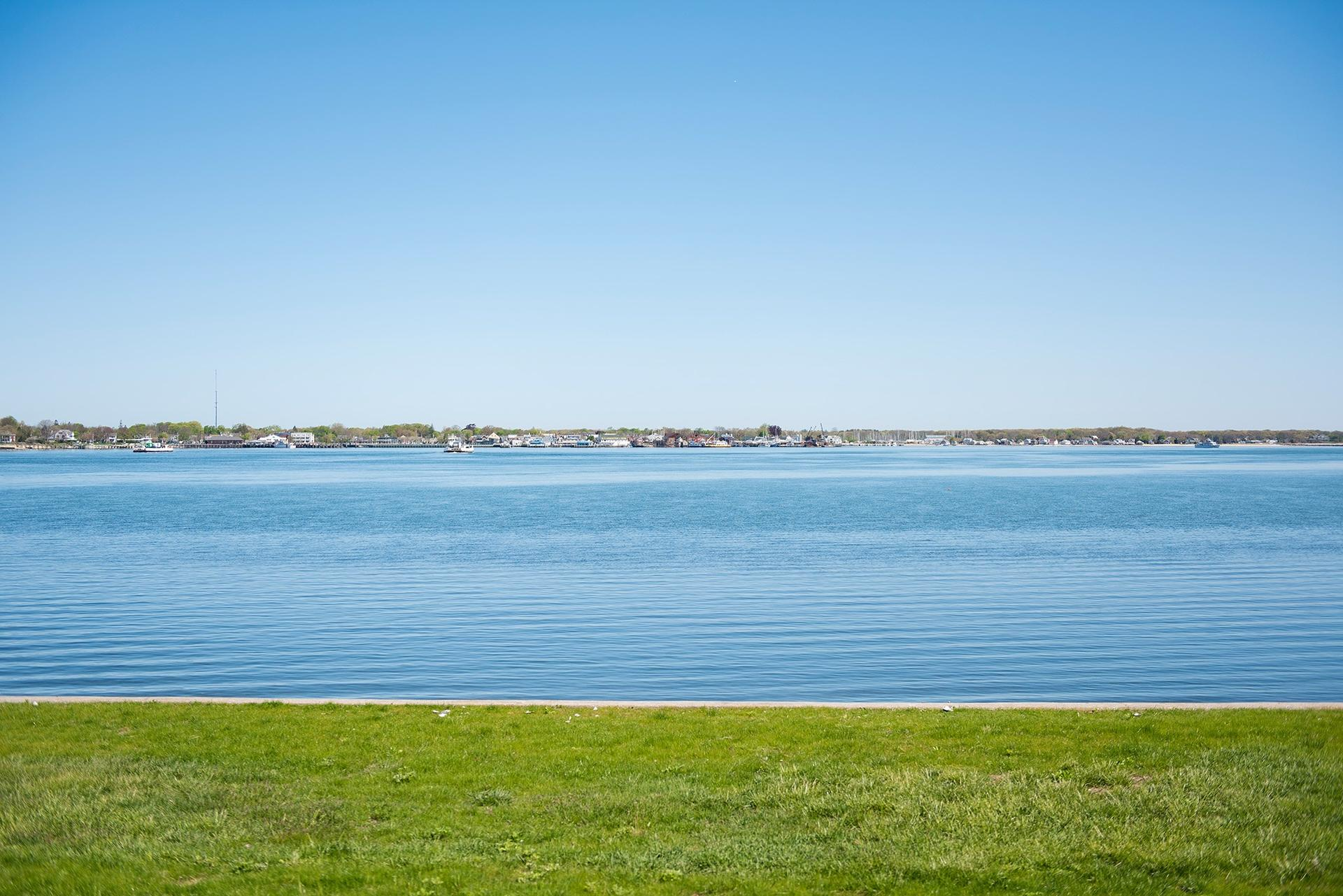 Additional photo for property listing at Shelter Island Waterfront With Beach Near Yacht Club  Shelter Island Heights, Nueva York