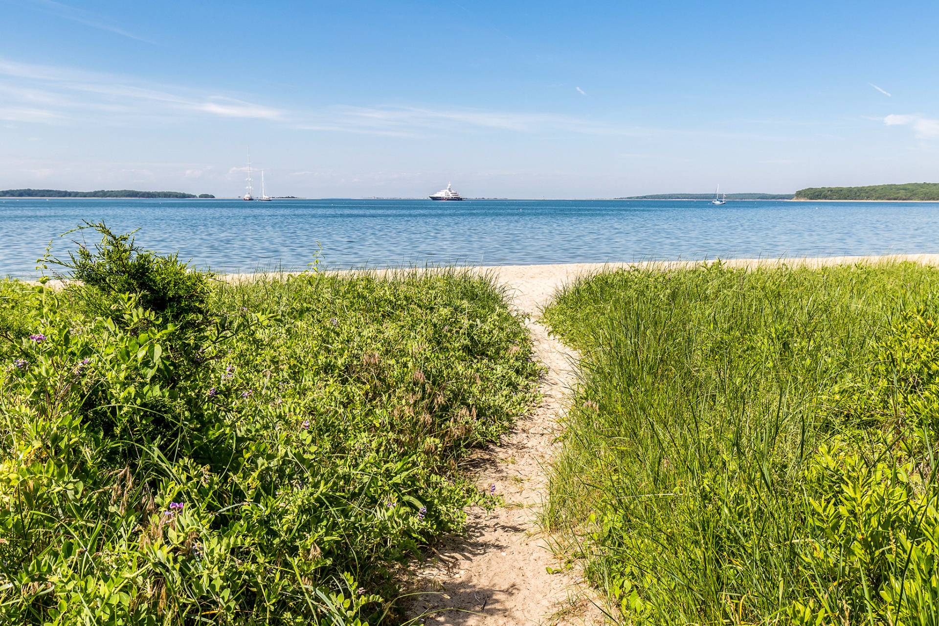 Additional photo for property listing at Private Community Bay Beach  Sag Harbor, New York