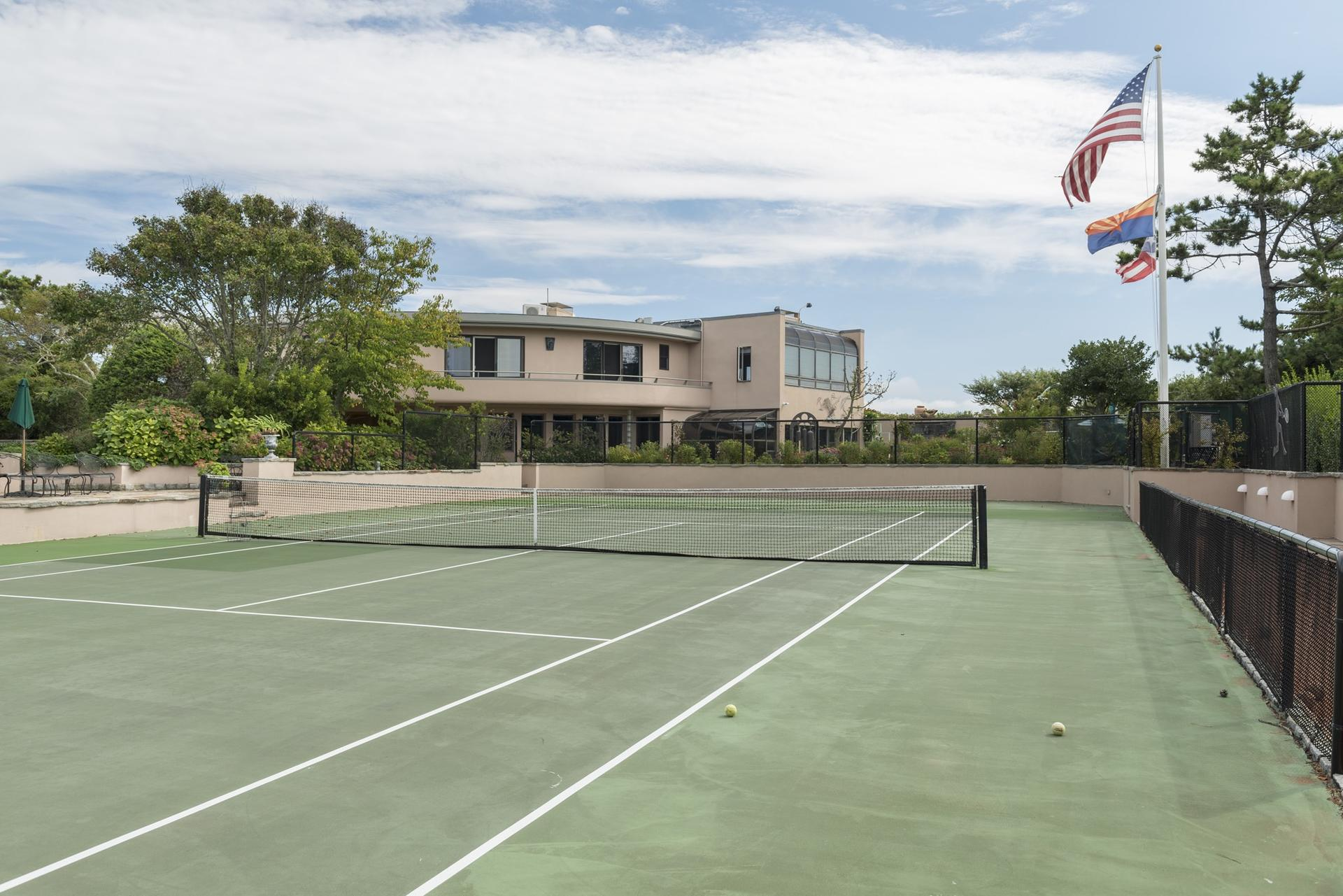 Additional photo for property listing at Oceanfront Rental With Tennis On Gin Lane  Southampton, New York