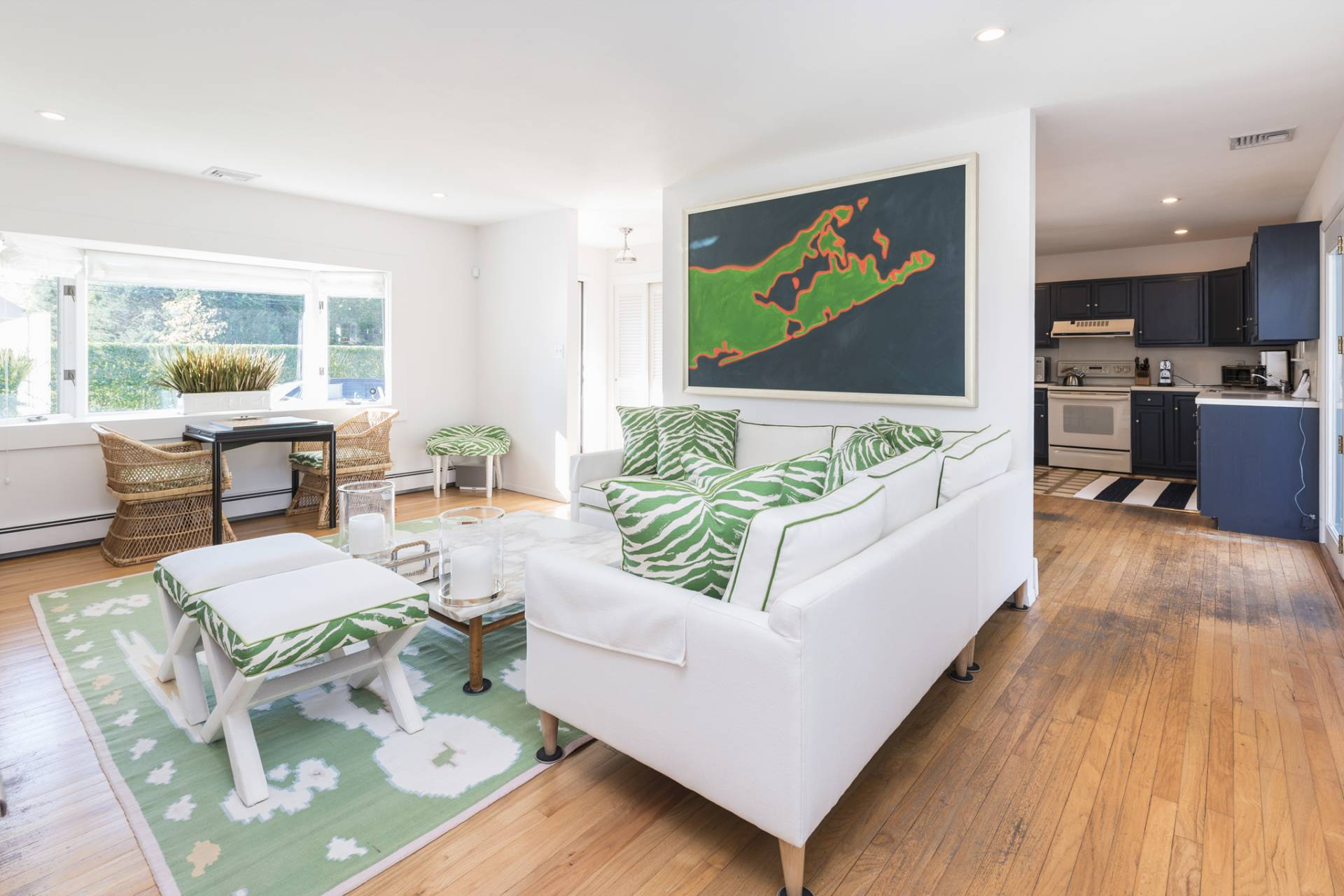 Additional photo for property listing at Don Draper's Retro Chic Beach Cottage In Quogue Estate Section  Quogue, Nueva York