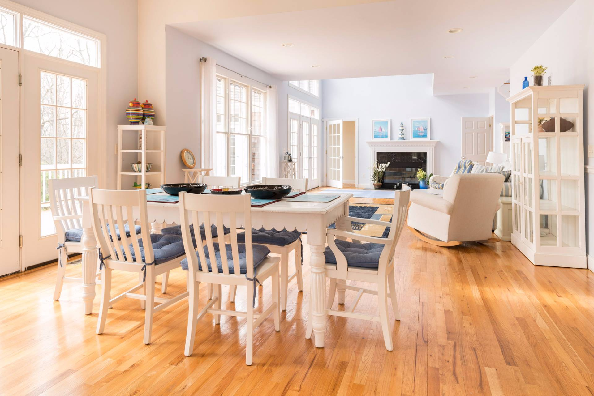 Additional photo for property listing at Sag Harbor Light, Bright Home With Pool  Sag Harbor, New York