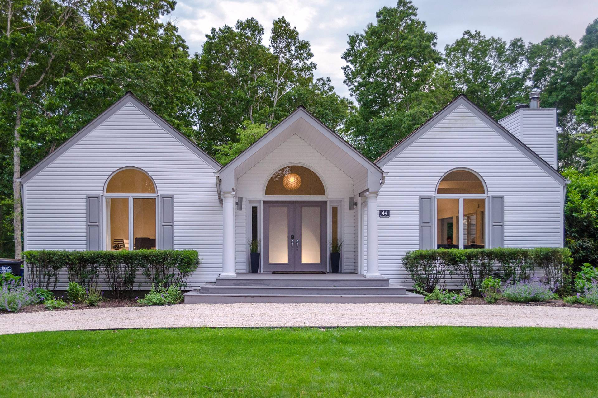 Additional photo for property listing at Contemporary Hamptons Meets Farmhouse Chic  汉普顿, 纽约州