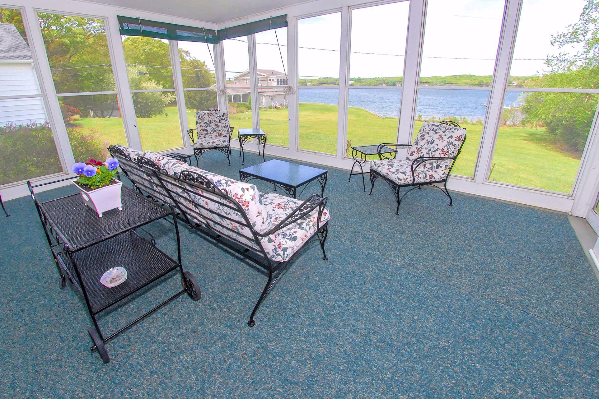 Additional photo for property listing at Shelter Island Waterfront With Pool  Shelter Island, Nueva York