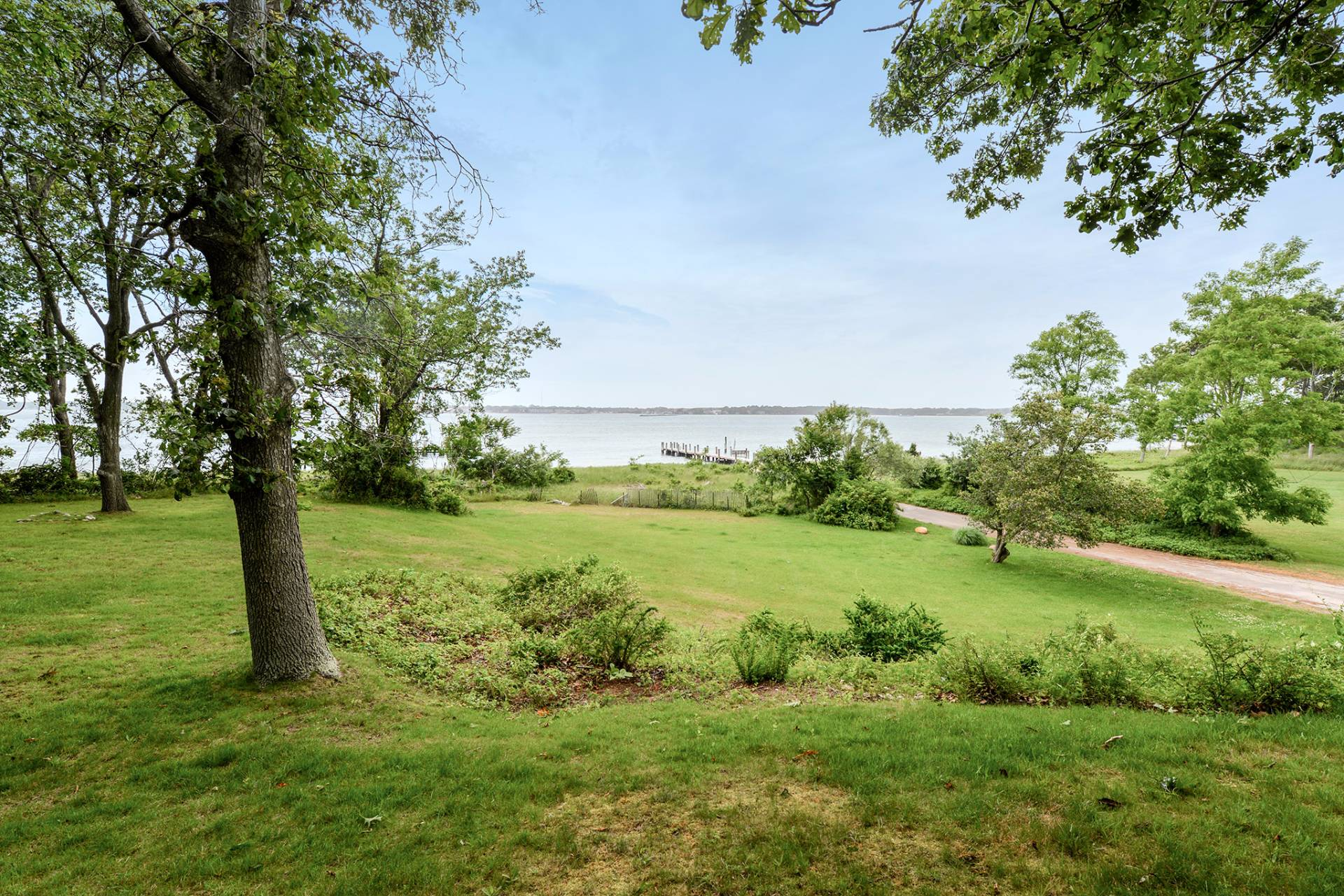 Additional photo for property listing at Sunny Bayfront On Shelter Island  Shelter Island, Nueva York