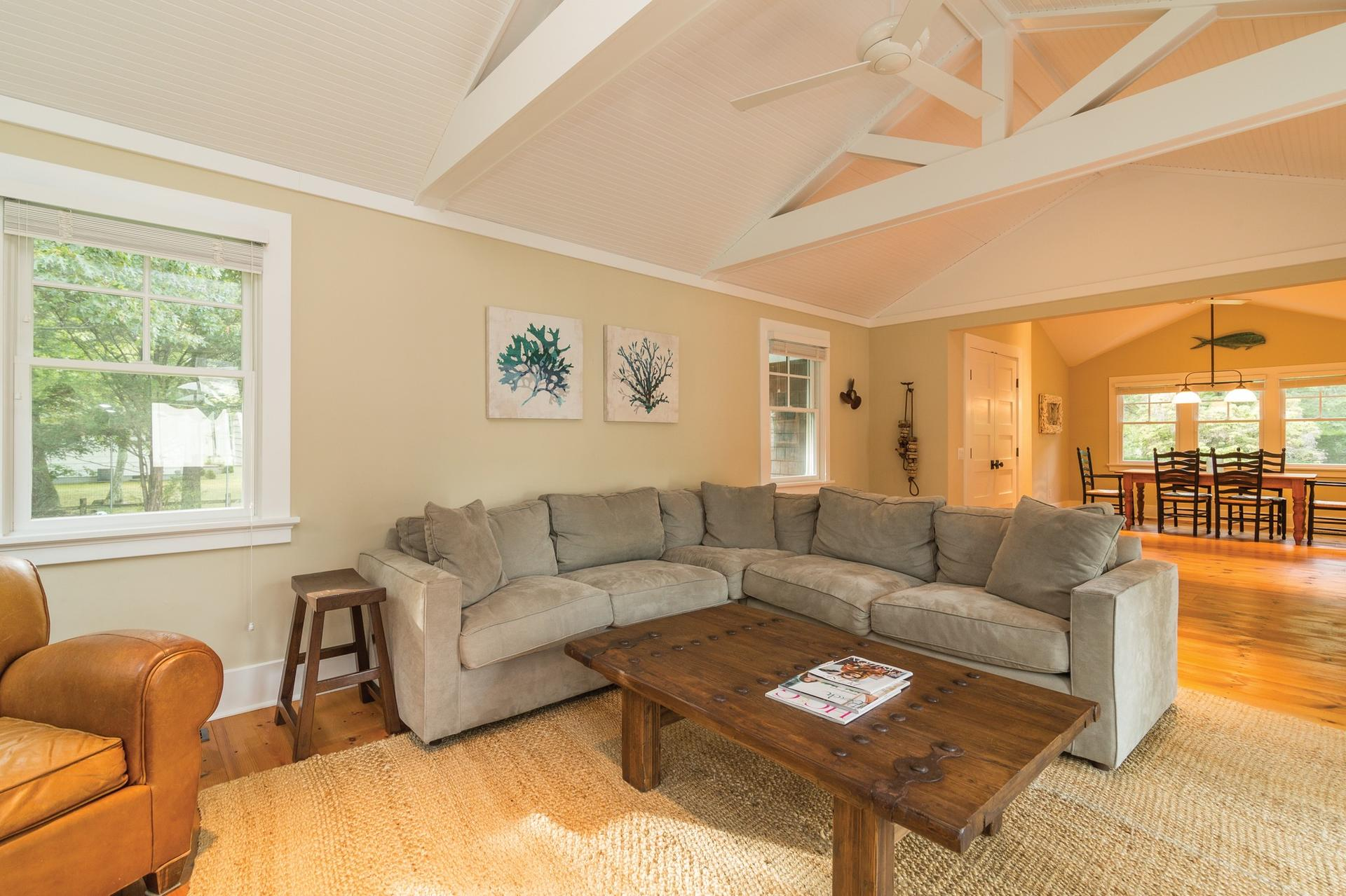 Additional photo for property listing at Shelter Island Arts And Crafts With Pool  Shelter Island, New York