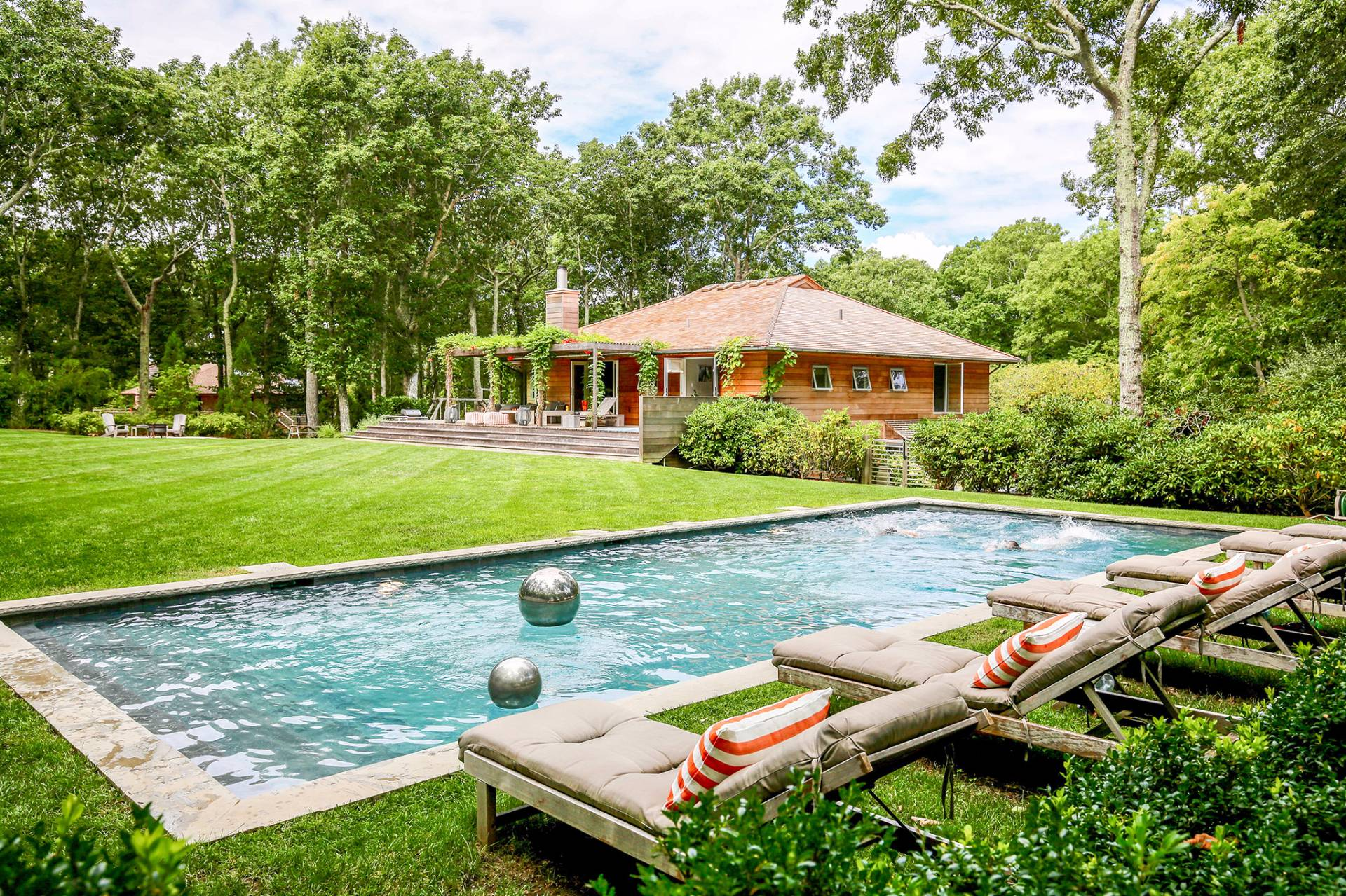 Casa Unifamiliar por un Alquiler en Super Cool And Great Pool Southampton, Nueva York
