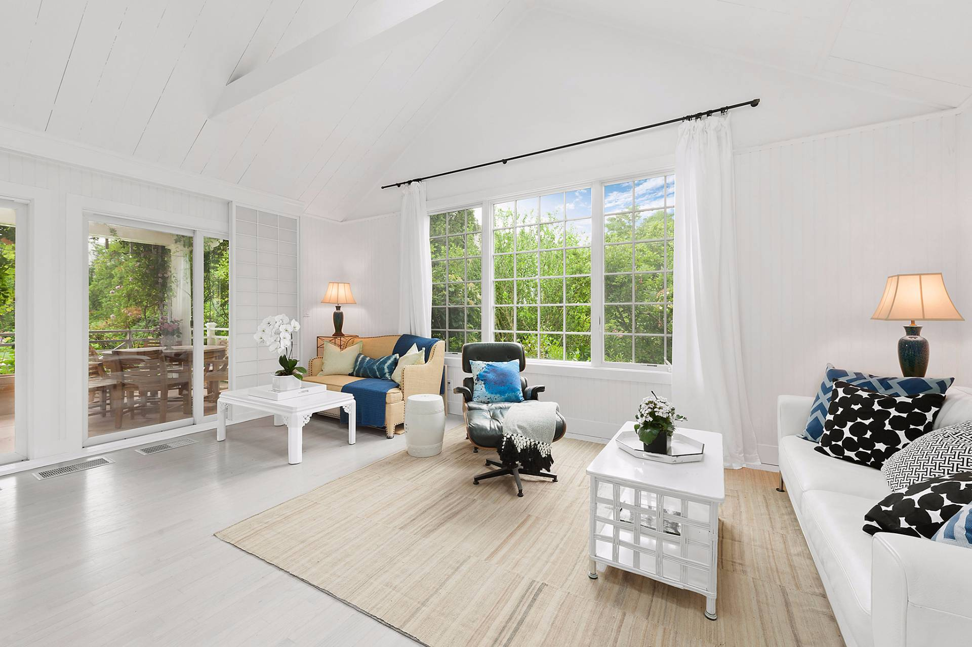 Additional photo for property listing at East Hampton Village South Newly Renovated  East Hampton, Nueva York