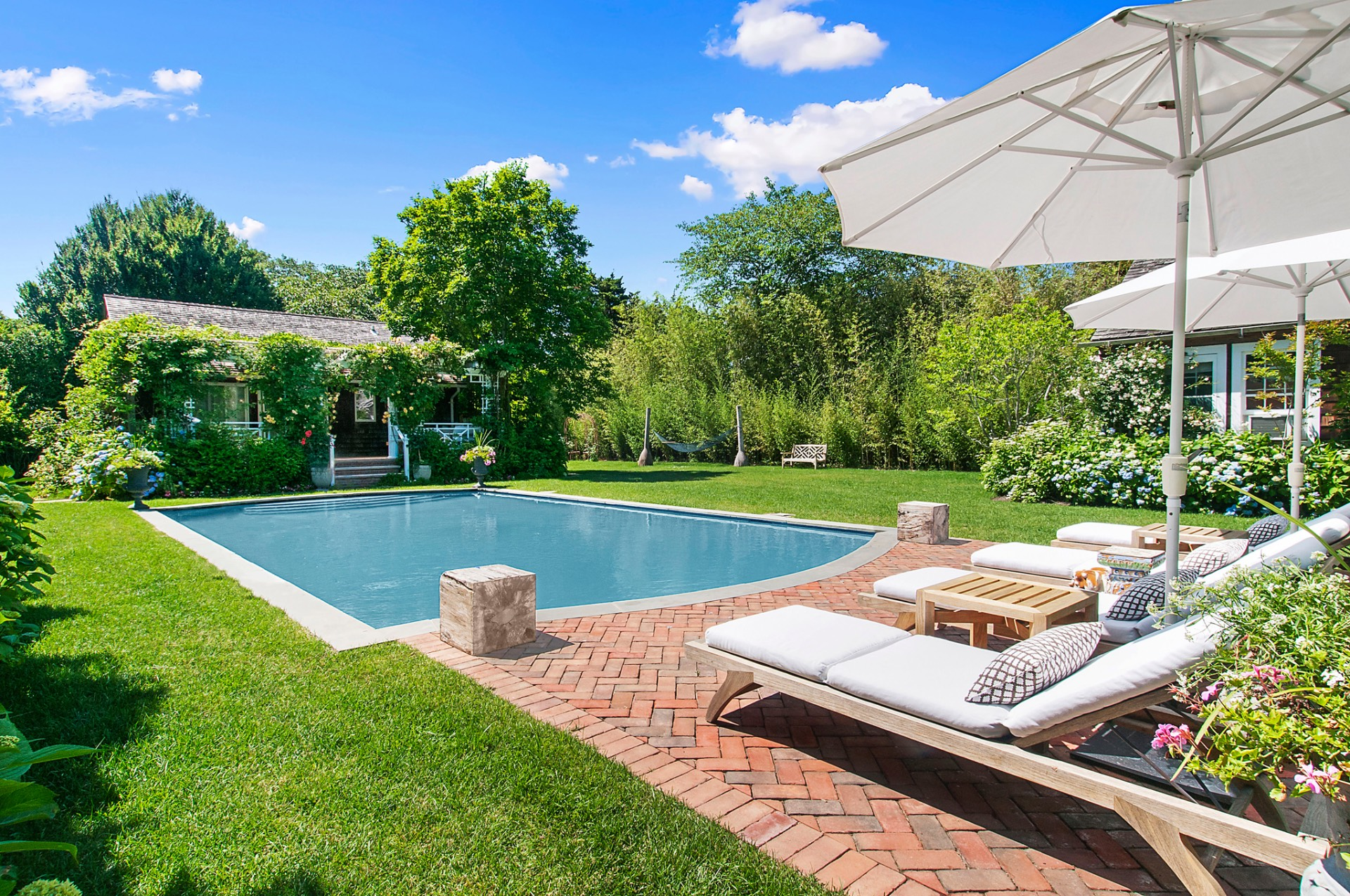 Casa Unifamiliar por un Alquiler en East Hampton Village South Newly Renovated East Hampton, Nueva York