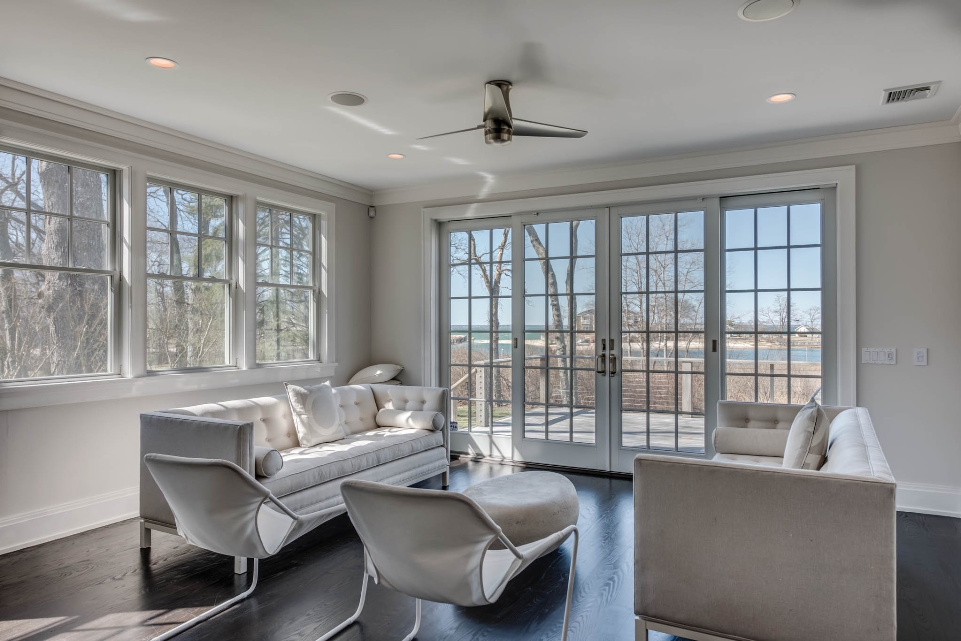 Additional photo for property listing at Southampton Waterfront With Dock  Southampton, Nueva York