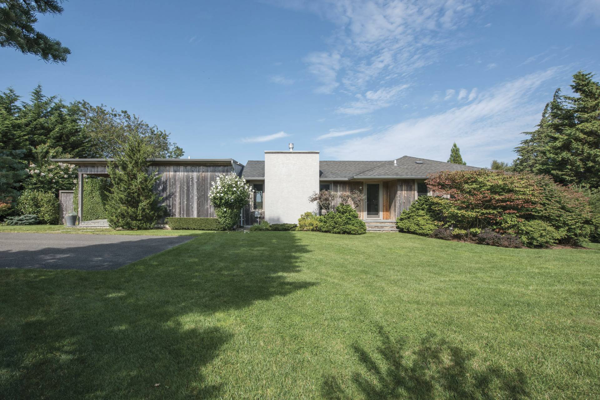 Additional photo for property listing at Southampton Modern And Private  Southampton, New York