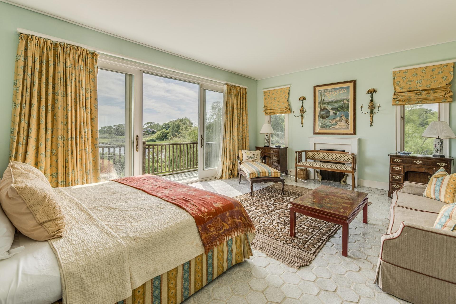 Additional photo for property listing at Southampton Village Waterfront  Southampton, New York