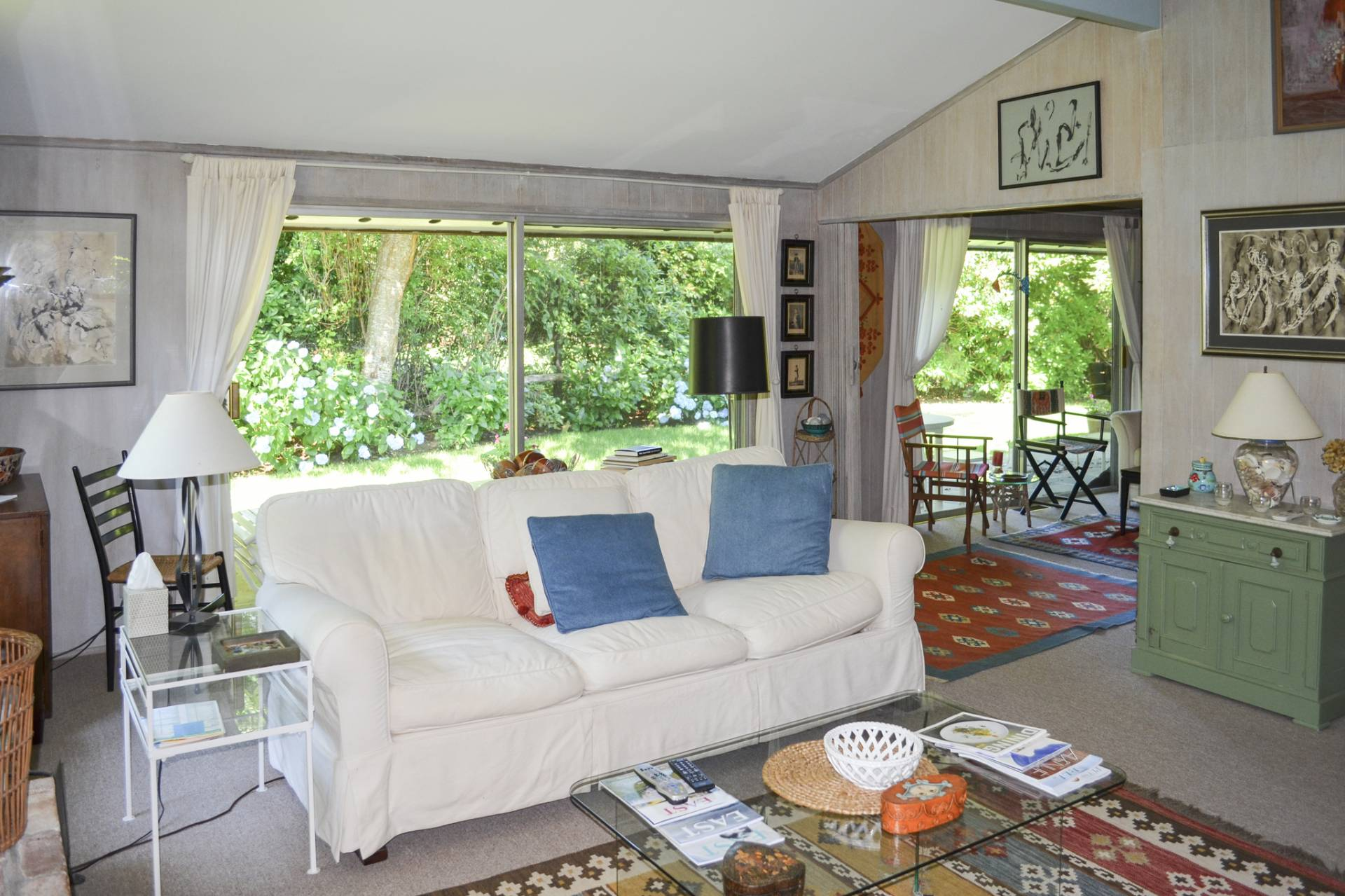 Additional photo for property listing at Minutes To The Ocean In Amagansett  Amagansett, Nueva York