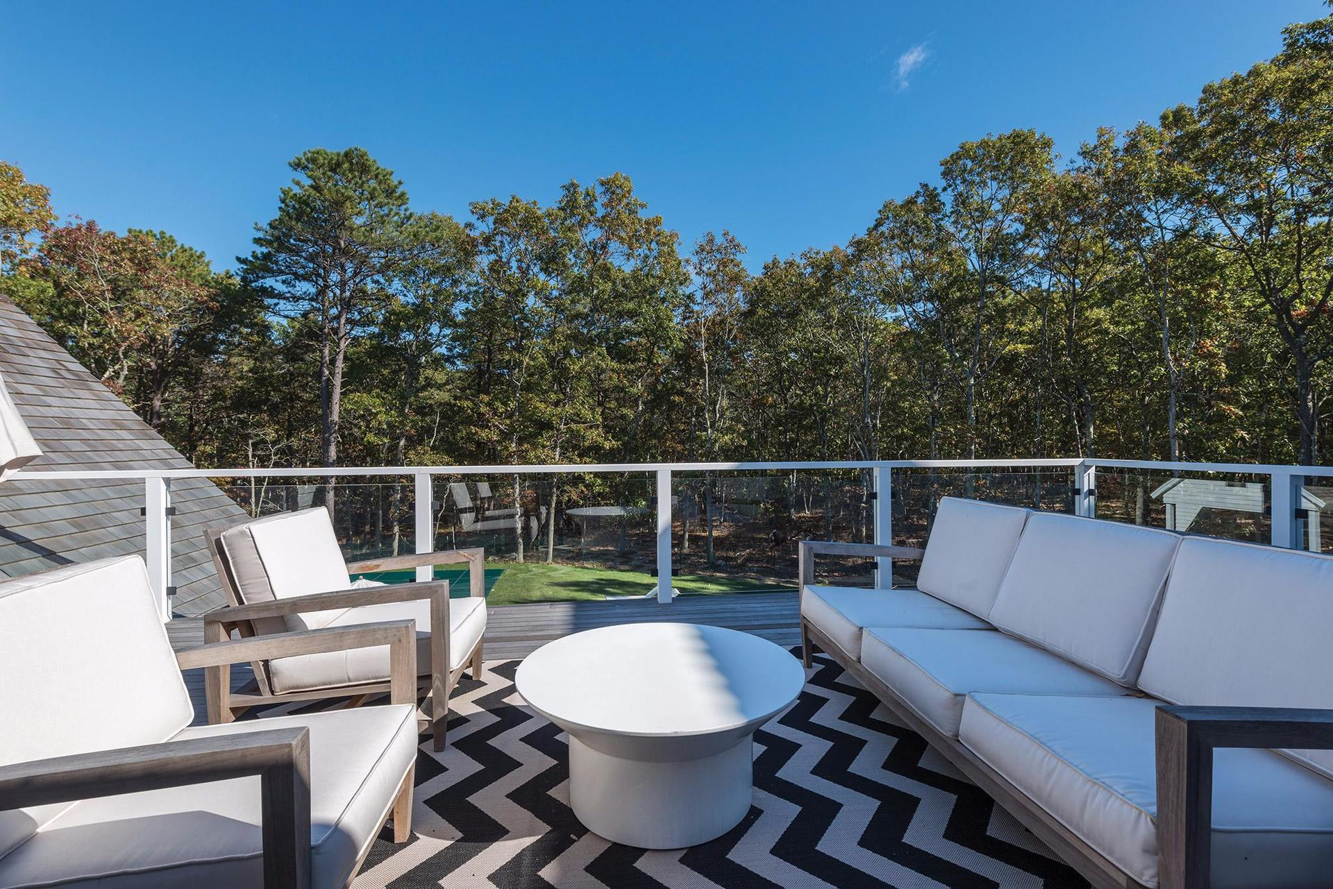 Additional photo for property listing at Modern Elegance  East Hampton, New York