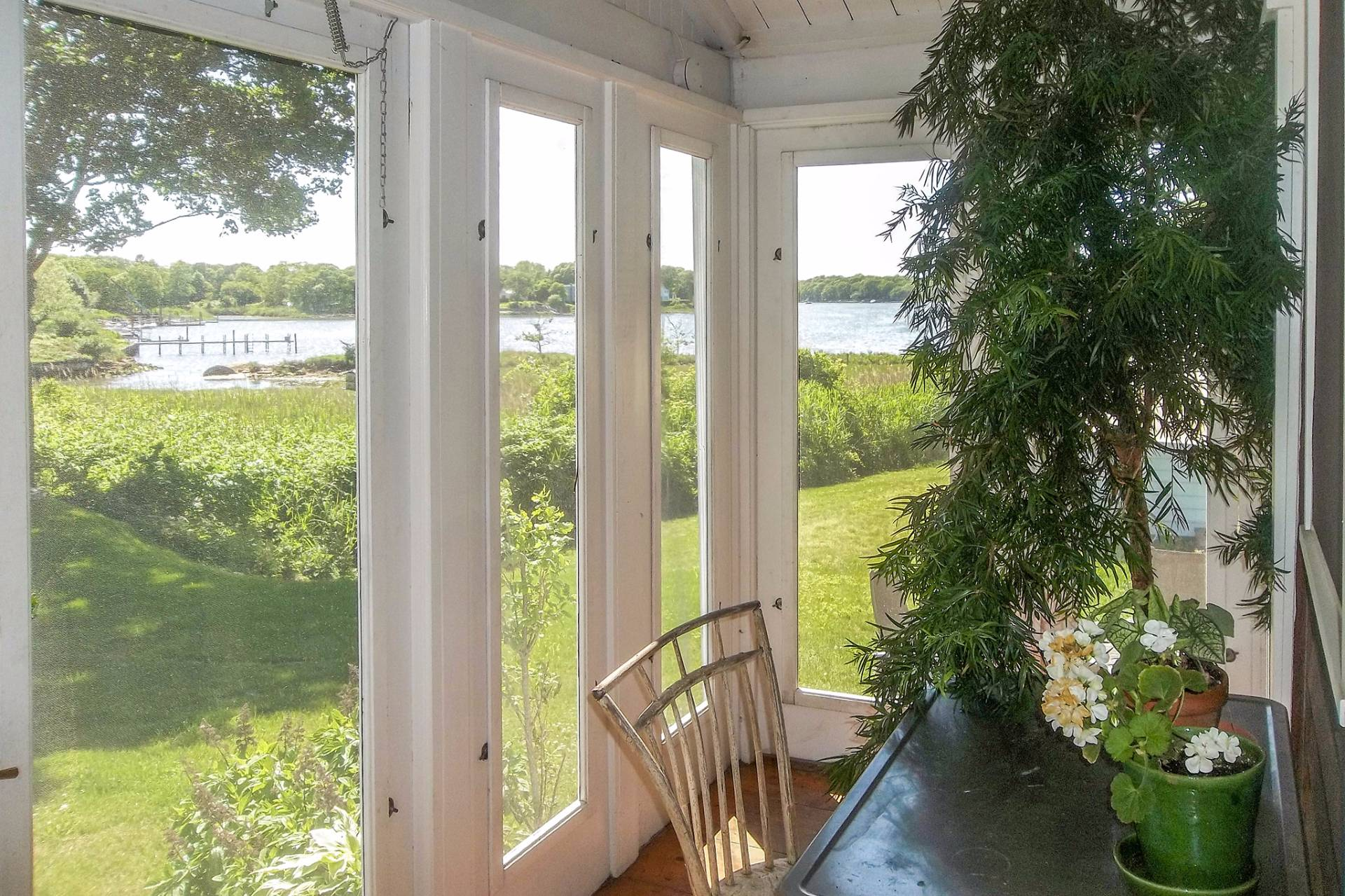 Additional photo for property listing at Bayfront Cottage Sag Harbor Village  萨格港, 纽约州