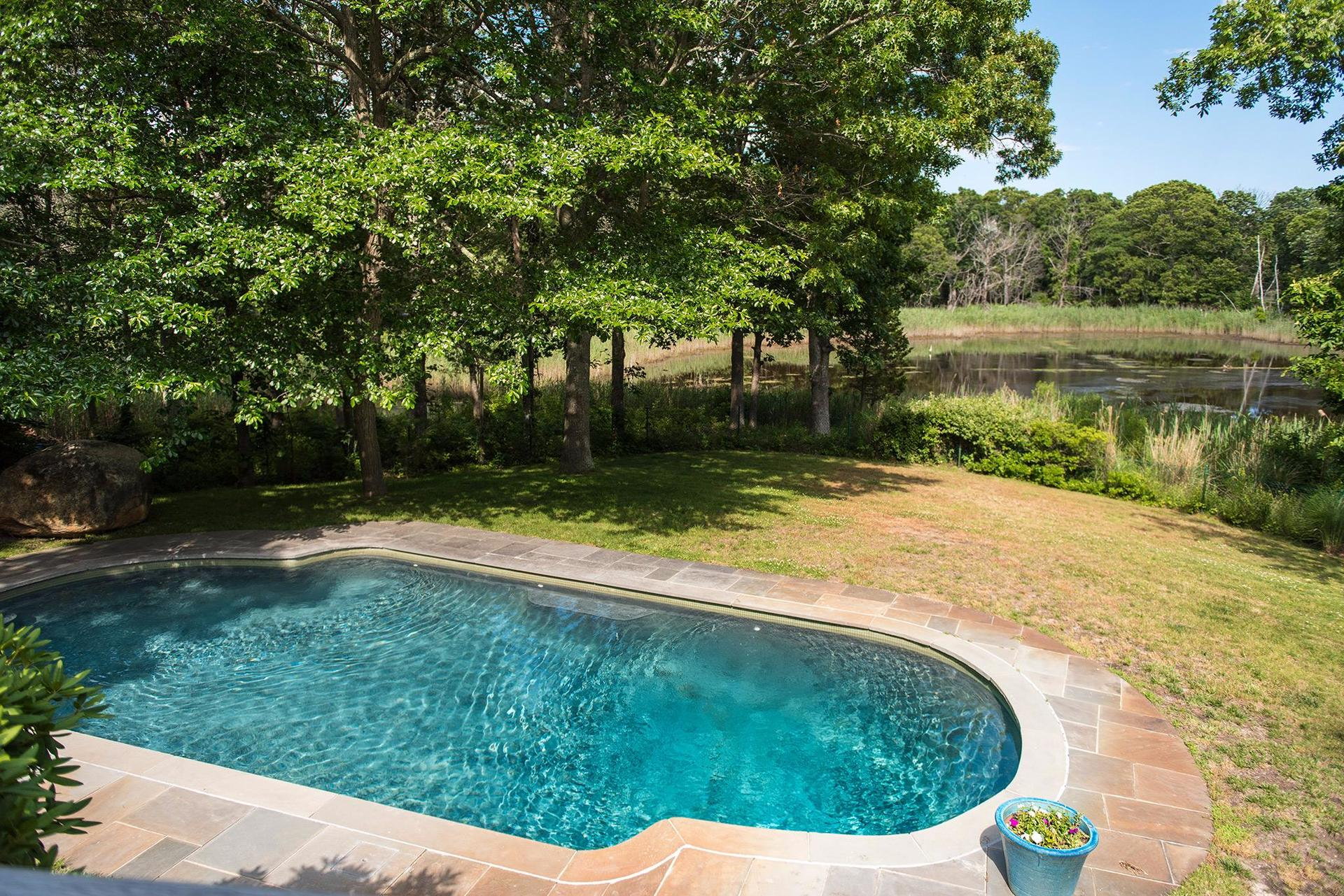 Additional photo for property listing at Shelter Island Water View With Pool  Shelter Island, Nueva York