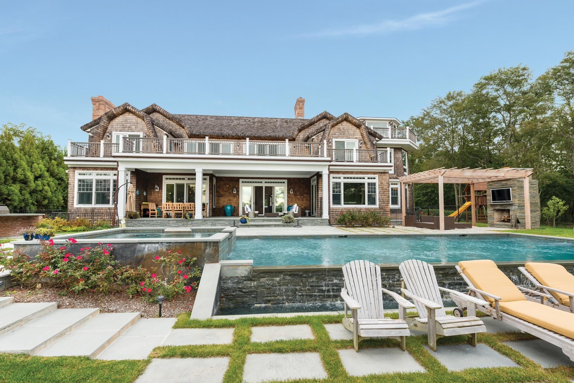 Casa Unifamiliar por un Alquiler en Designer's Own Waterfront Home - Bridgehampton South Bridgehampton, Nueva York
