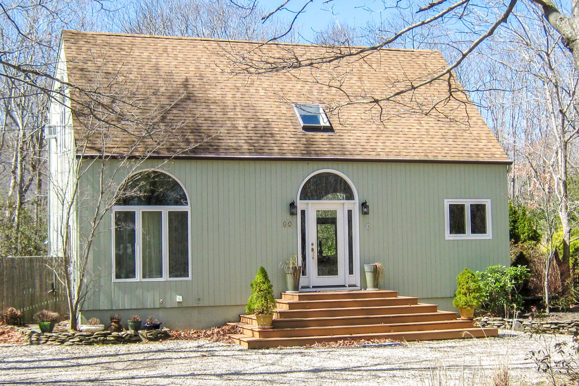 Additional photo for property listing at Bright And Airy- Sag Harbor  Sag Harbor, New York