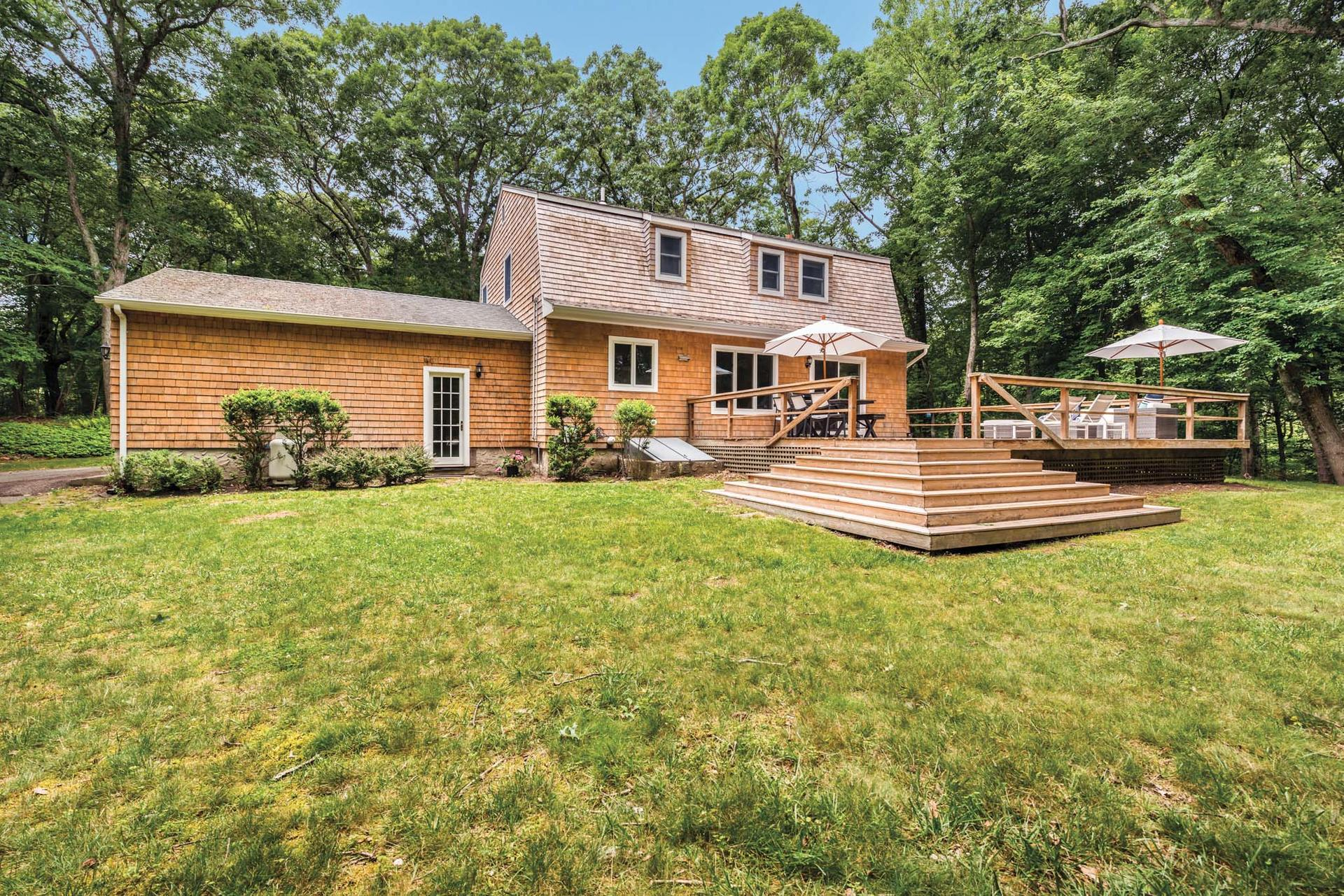 Additional photo for property listing at Chic Southampton Home Close To Village And Beaches  Southampton, New York
