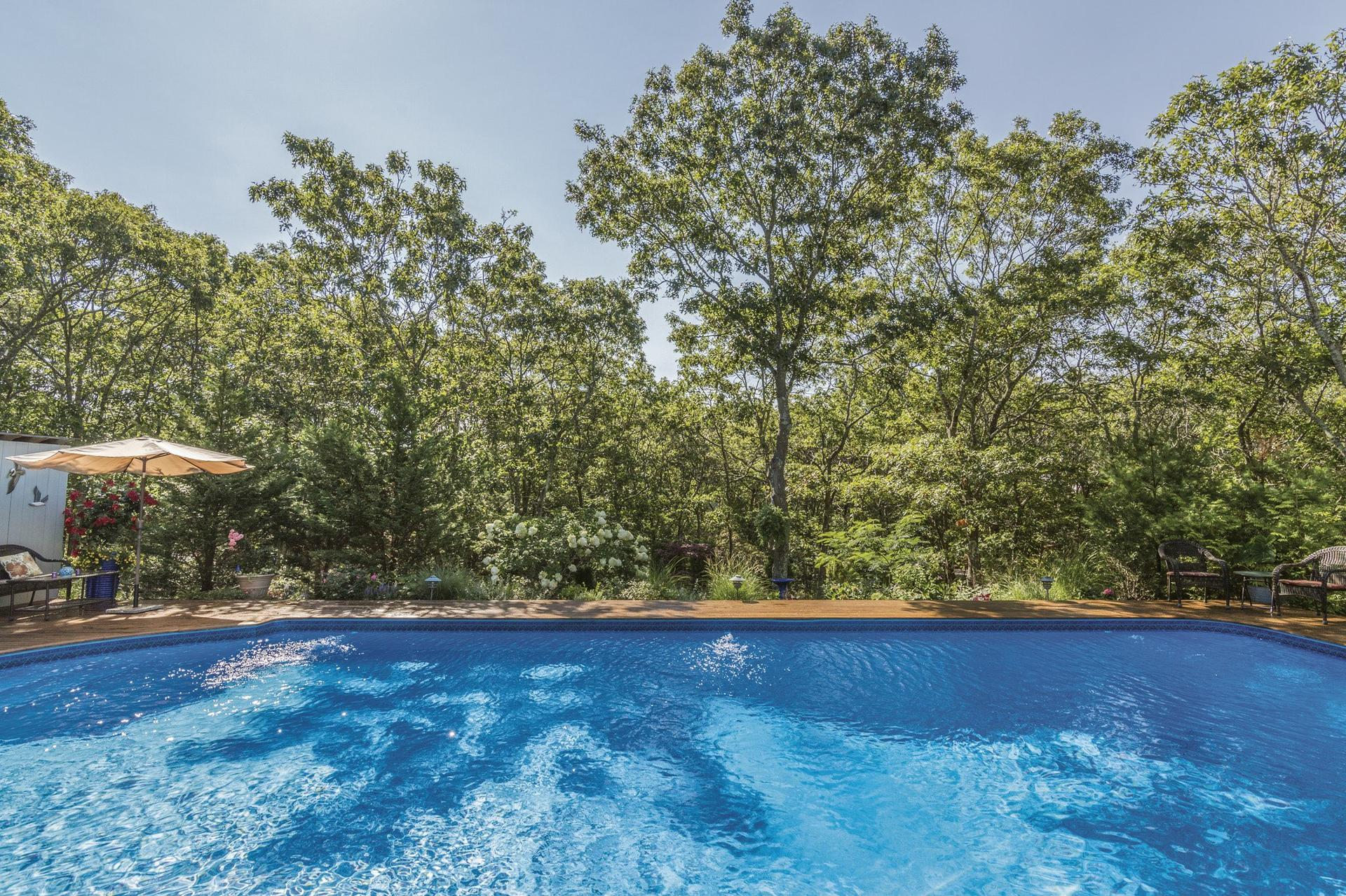 Additional photo for property listing at Immaculate And Private On Nearly An Acre 71  South Breeze Drive,  温斯科特, 纽约州