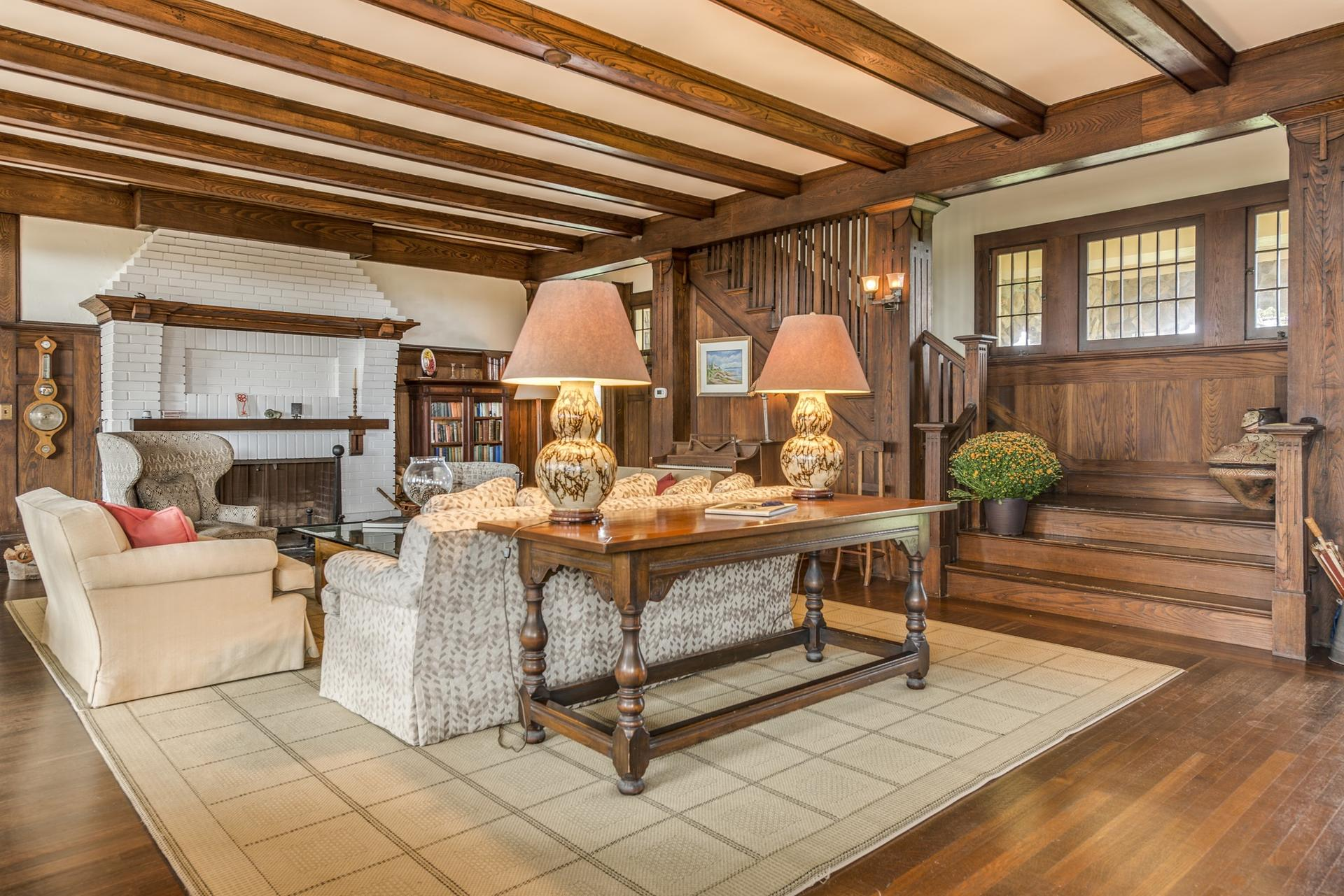 Additional photo for property listing at Distinctive Shingle Style Oceanfront Estate 119 Dune Road,  Westhampton Beach, New York