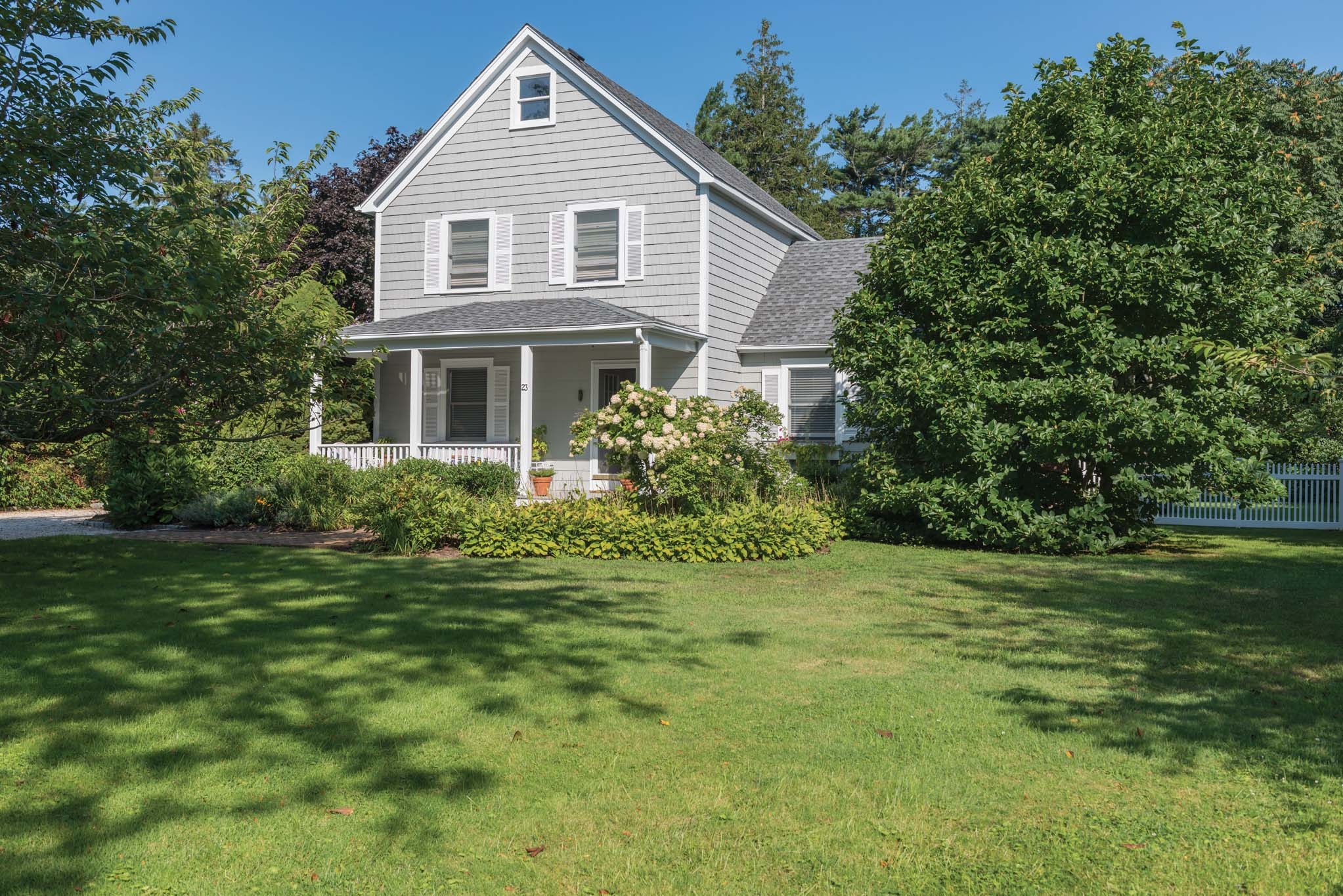 Additional photo for property listing at Seconds To Southampton Village  Southampton, New York