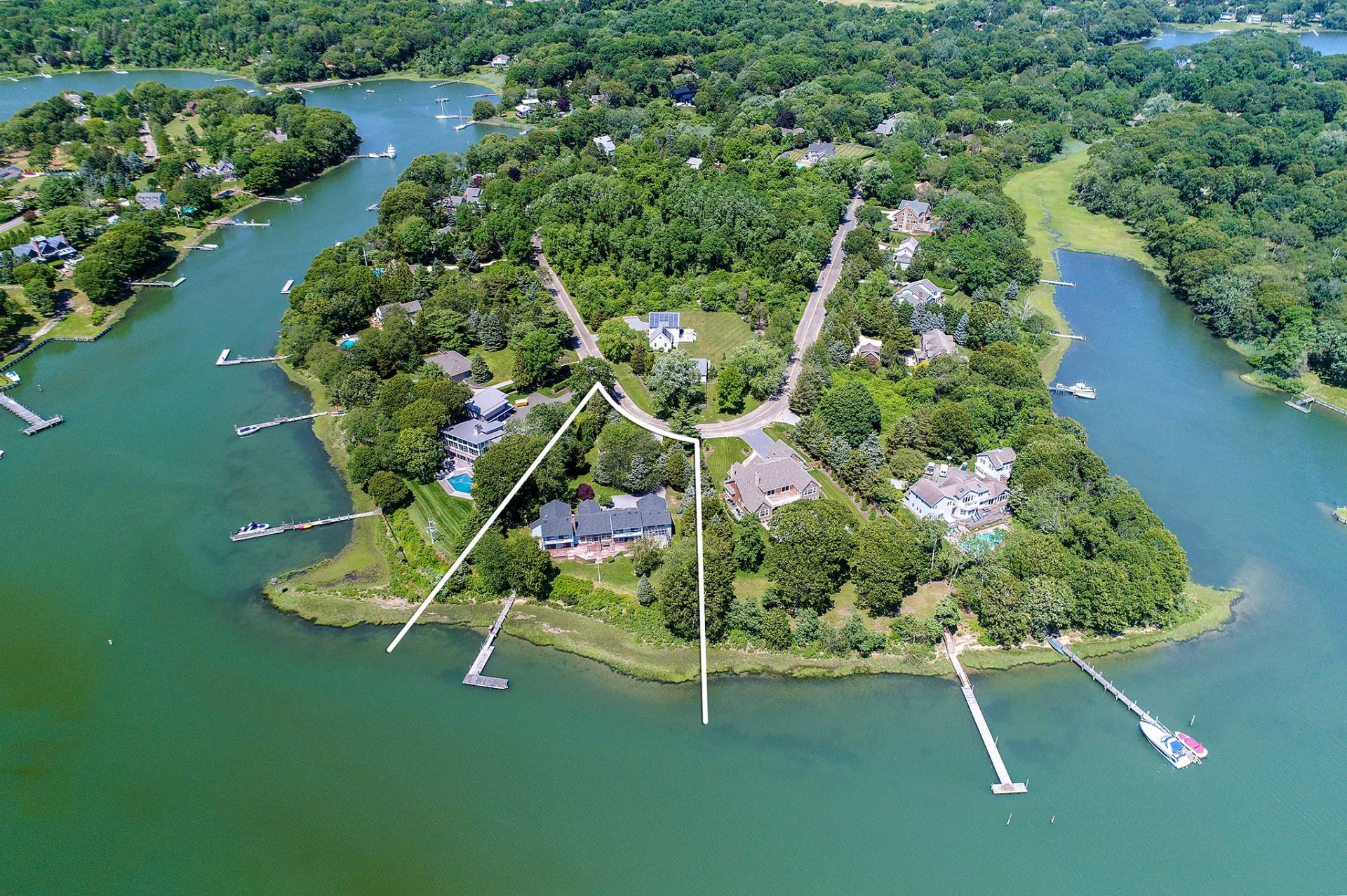 独户住宅 为 销售 在 Shelter Island Pristine Waterfront With Dock 26 Margarets Drive, 谢尔顿岛, 纽约州