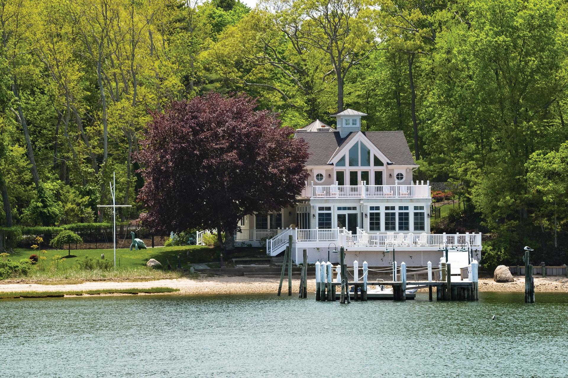 Casa Unifamiliar por un Alquiler en Exquisite Dering Harbor Waterfront With Deep Water Dock Shelter Island, Nueva York
