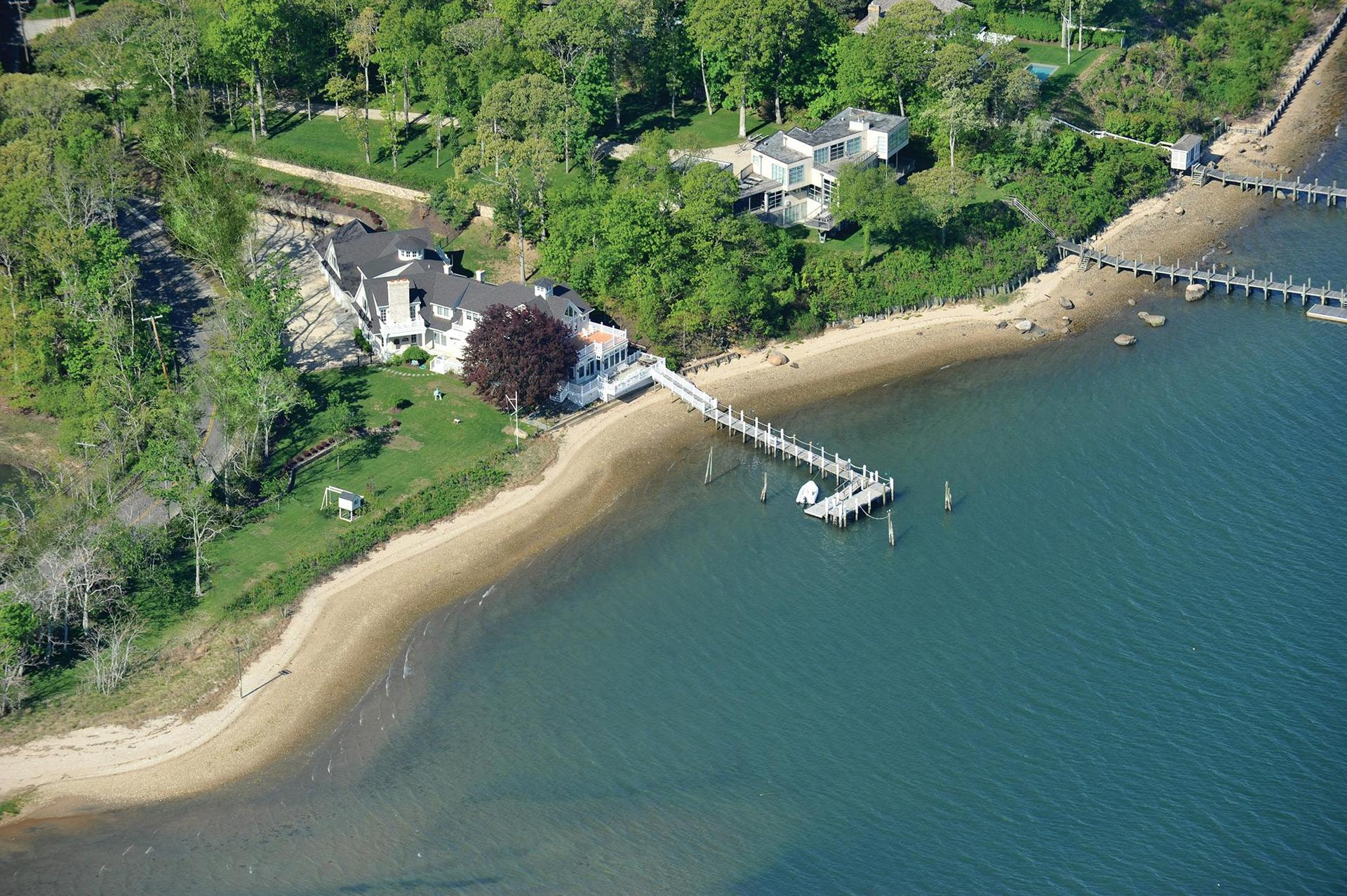 Additional photo for property listing at Exquisite Dering Harbor Waterfront With Deep Water Dock  Shelter Island, Nueva York