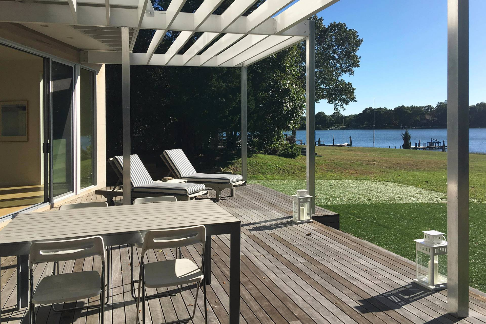 Additional photo for property listing at Sleek Shelter Island Waterfront With Dock  Shelter Island, New York