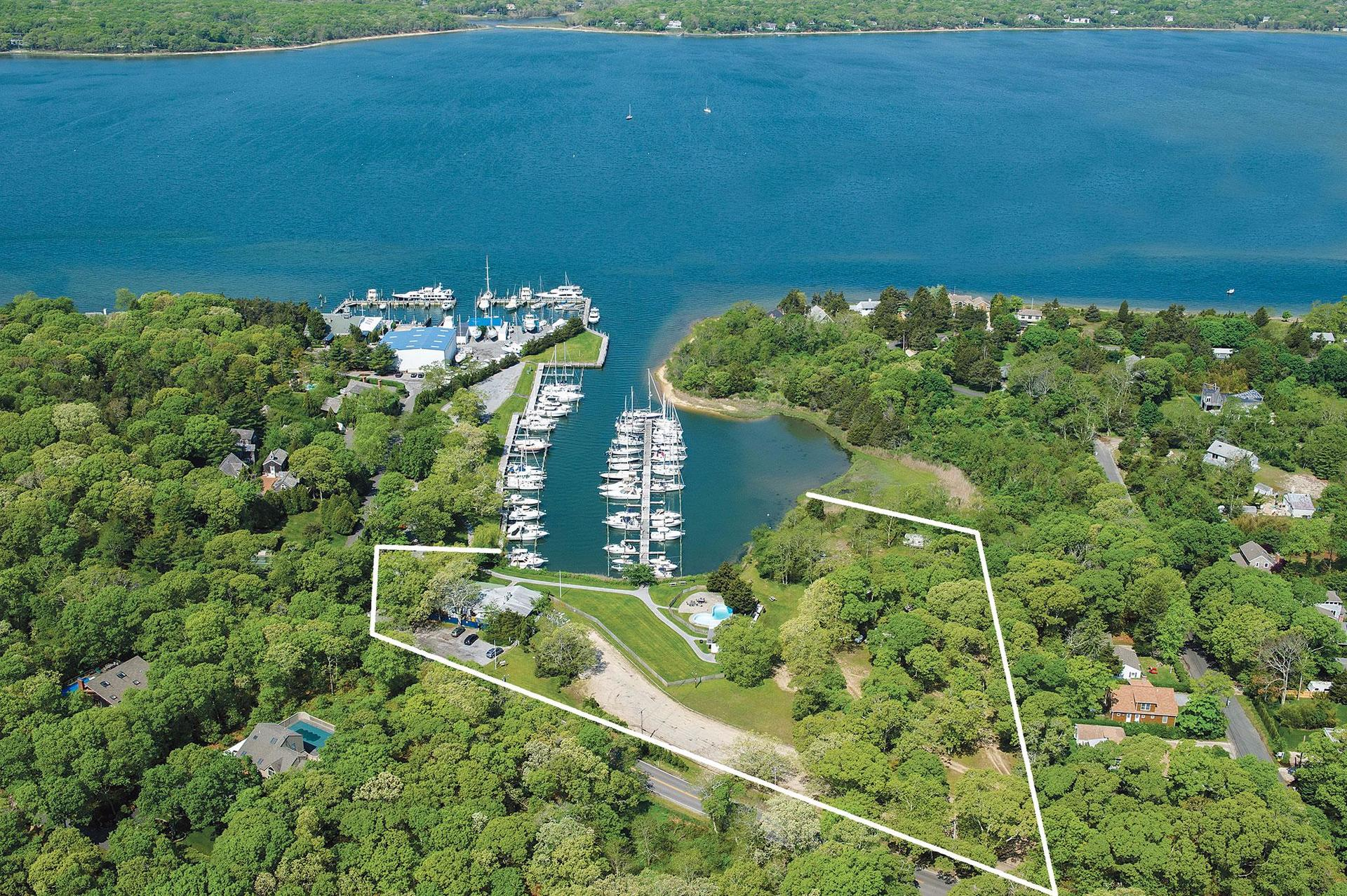 Commercial for Sale at Waterfront Restaurant Opportunity East Hampton, New York