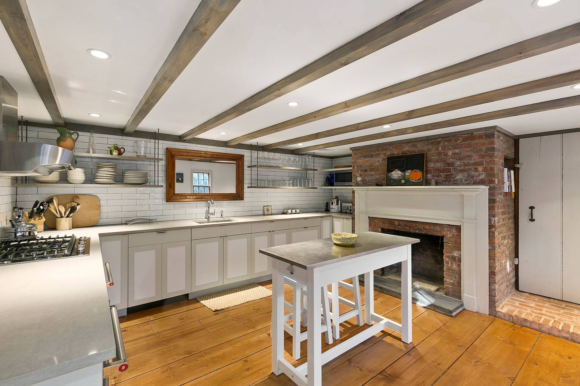 Additional photo for property listing at For Rent In The Heart Of Sag Harbor Village  Sag Harbor, New York