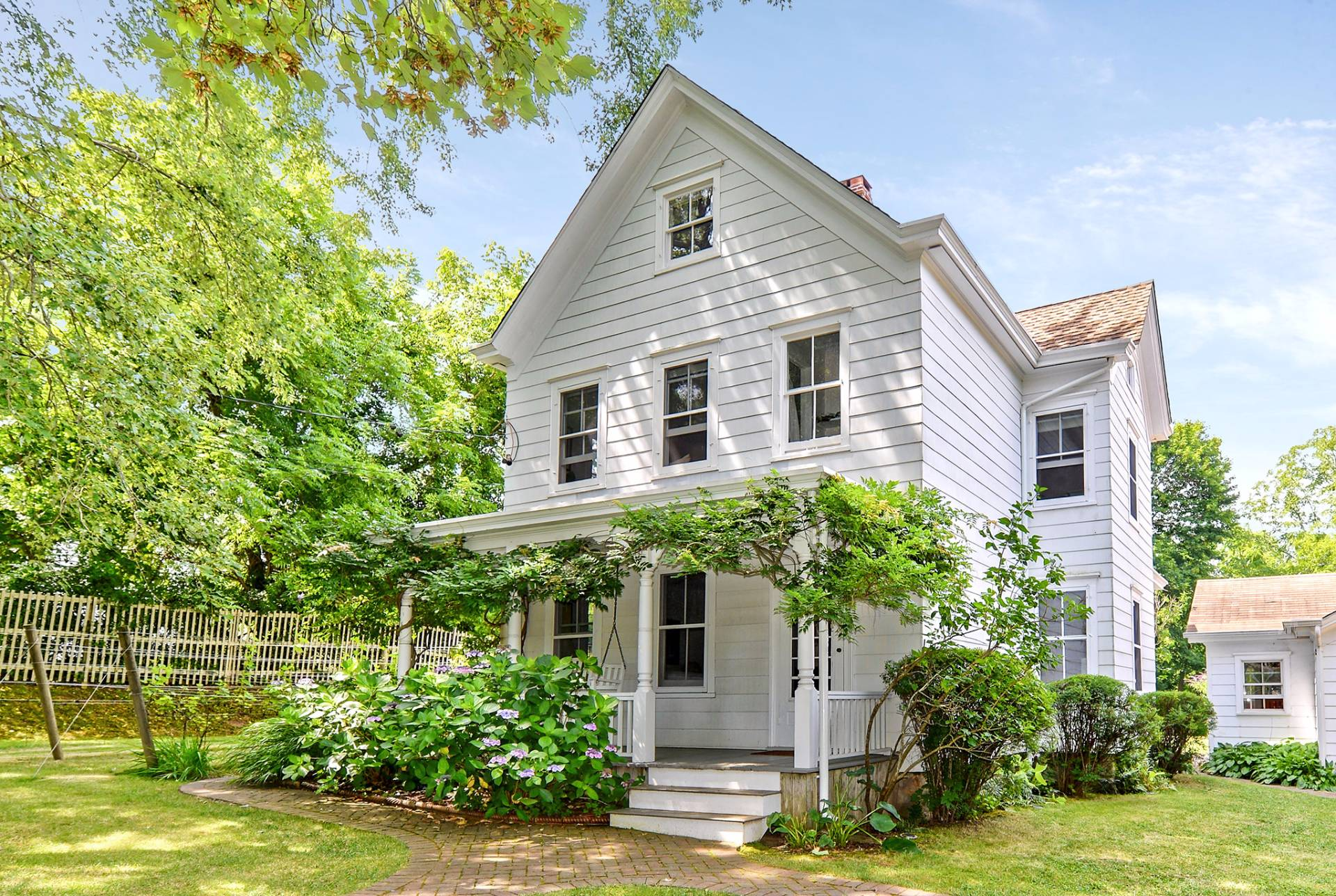 Single Family Home for Sale at Stylish Shelter Island Farmhouse With Pool And Pool House 63 North Menantic Road, Shelter Island, New York