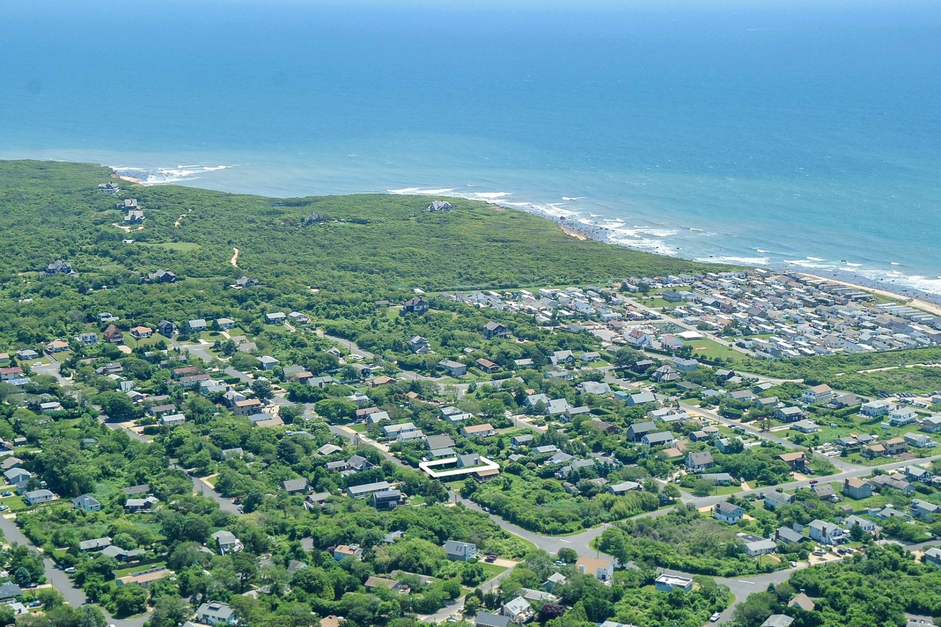 Additional photo for property listing at Just Renovated In Ditch Plains 35 Hoppin Avenue,  Montauk, New York
