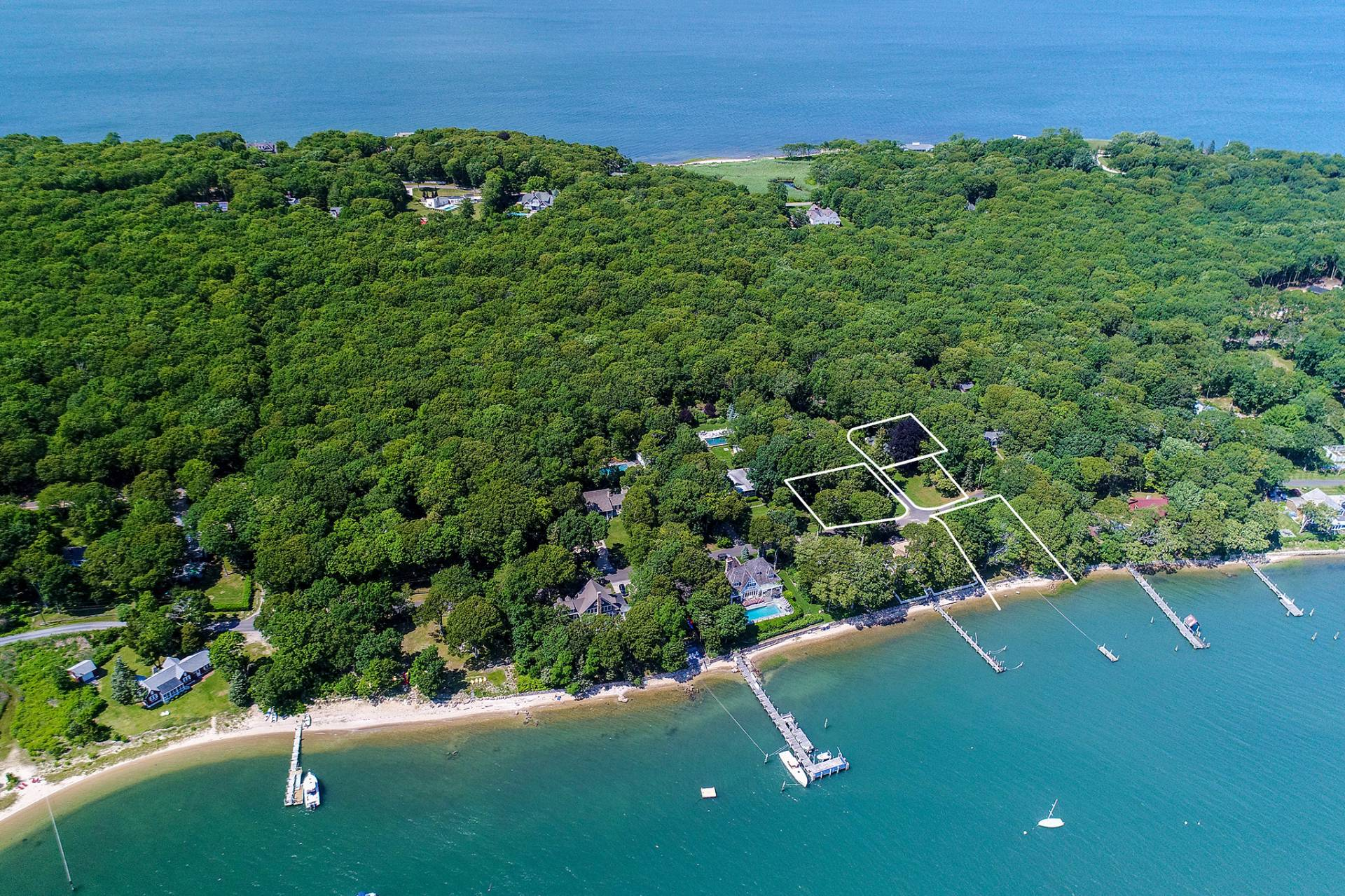 独户住宅 为 销售 在 Shelter Island Harborfront Cape With Guest House 58 Tuthill Drive + 43, 45, 64 Myrtle Road, 谢尔顿岛, 纽约州