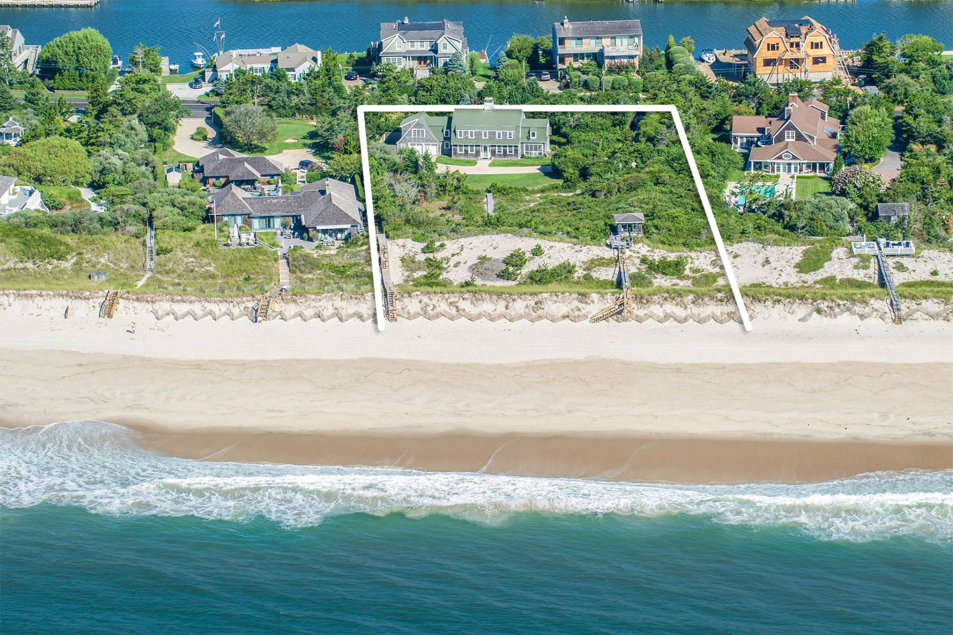 Casa Unifamiliar por un Venta en Enchanting 'sundune' On 1.6 Acres & 175 Ft. Ocean Frontage 42 Dune Road, Quogue, Nueva York