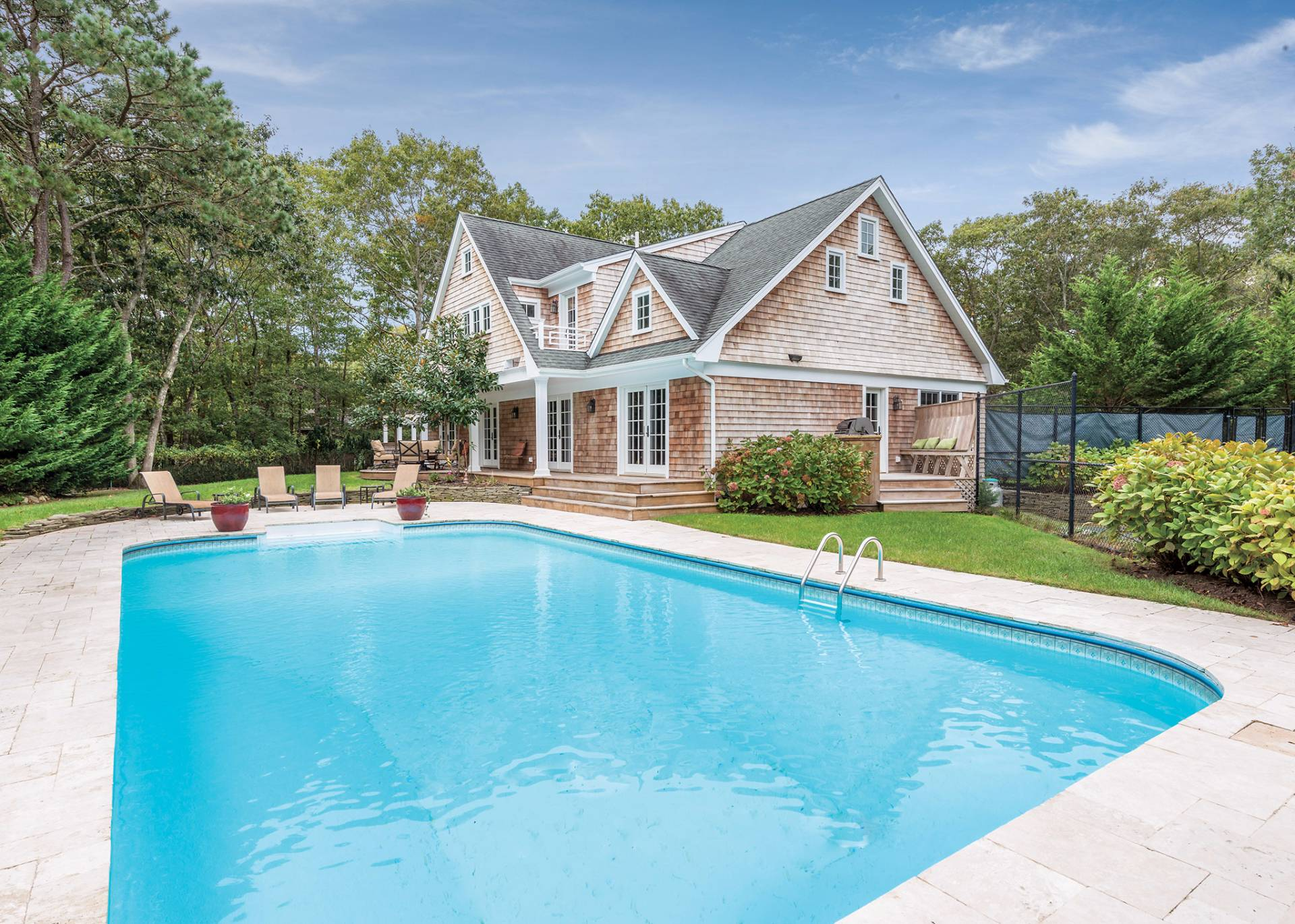 Casa Unifamiliar por un Venta en Builders Own Showplace With Pool & Tennis In Quogue Quogue, Nueva York