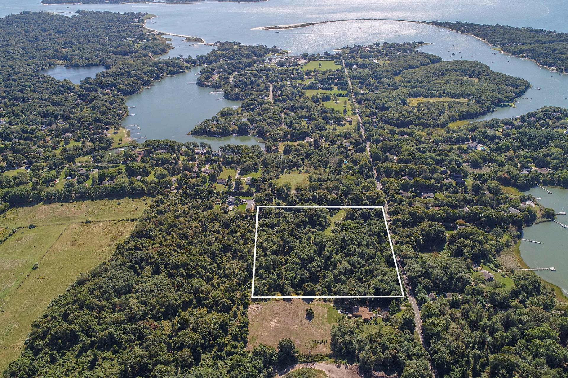 土地 为 销售 在 Shelter Island 11.7 Acres Bordering Horse Farm 12 North Menantic Road, 谢尔顿岛, 纽约州