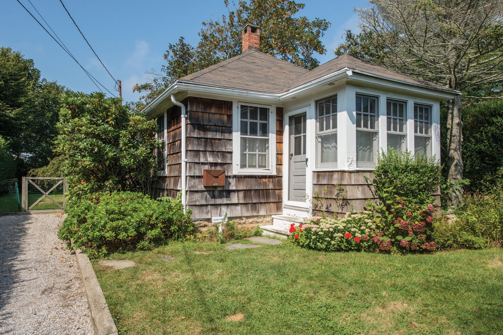 Single Family Home for Sale at Lovely Bungalow In The Heart Of The Village 103 Pelham Street, Southampton, New York