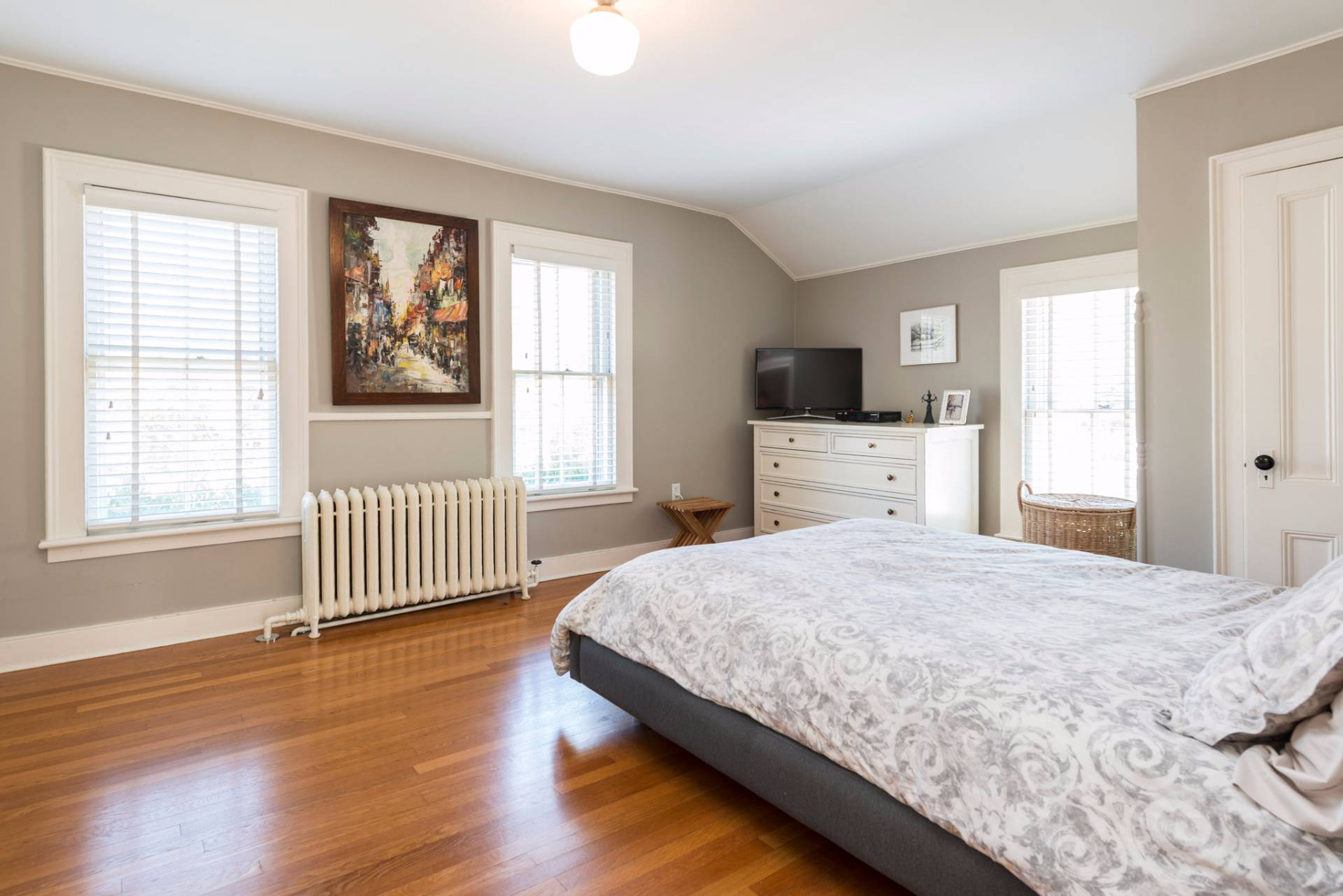 Additional photo for property listing at Quintessential Sag Harbor Village Charmer 160 Jermain Avenue,  Sag Harbor, New York